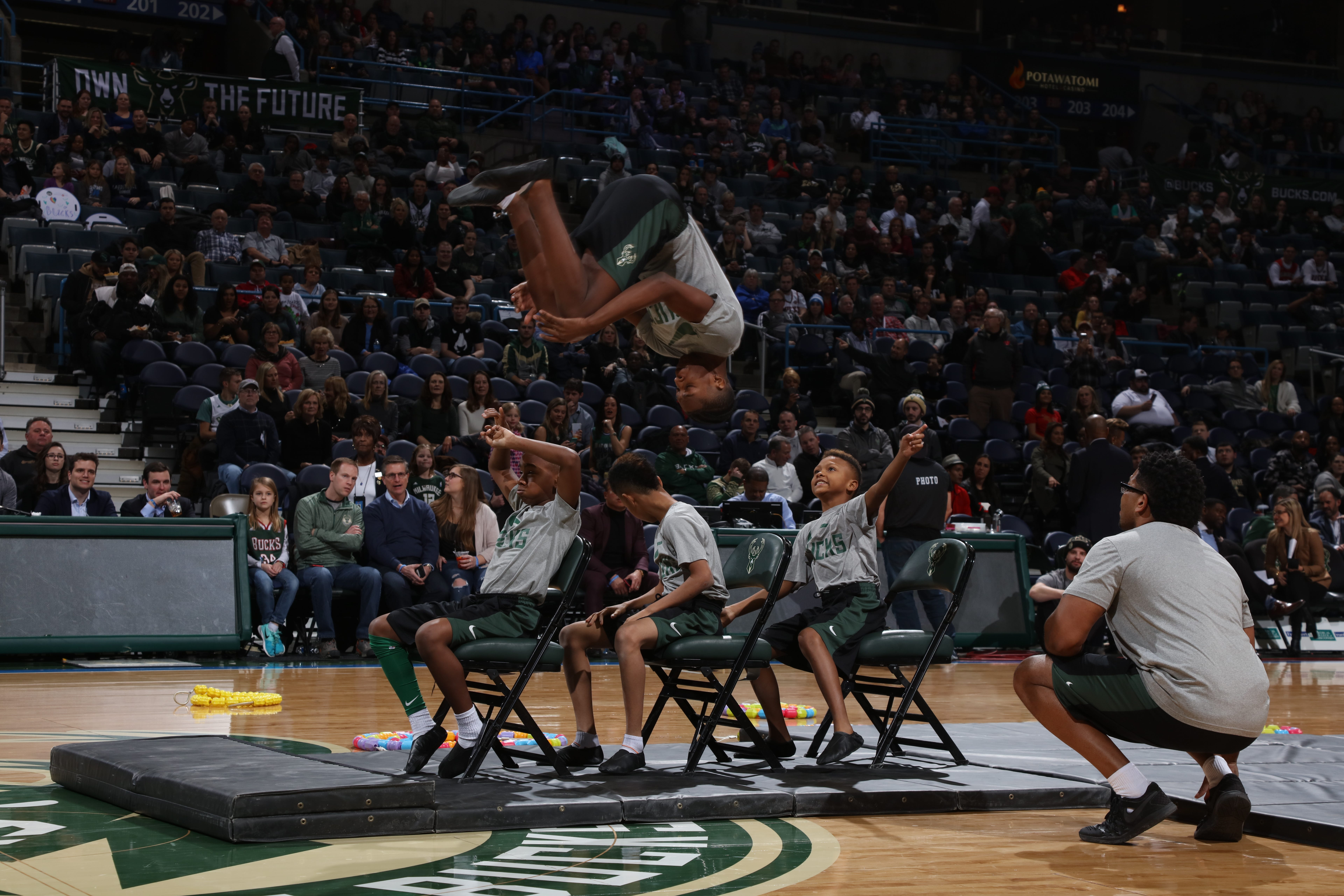 Milwaukee Bucks set auditions for break-dancers, tumblers who will perform during games | Milwaukee Journal Sentinel