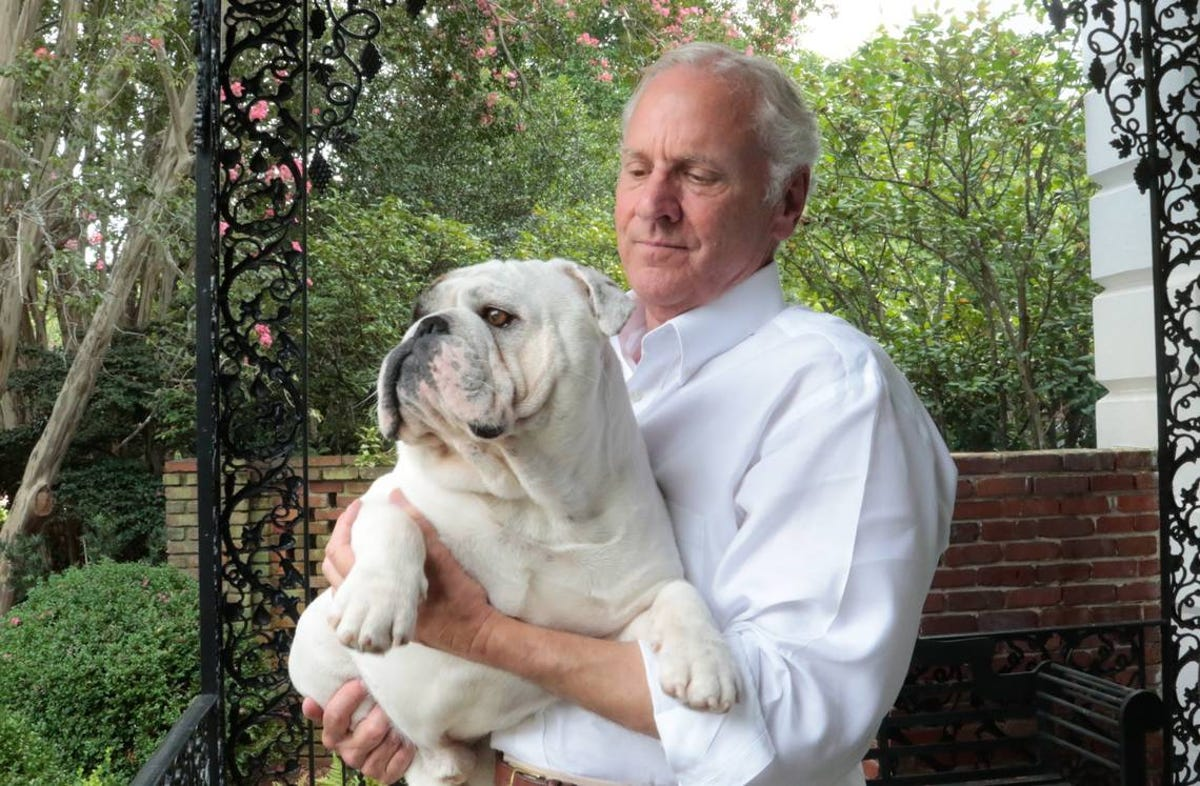 South Carolina governor candidates being helped by their dogs