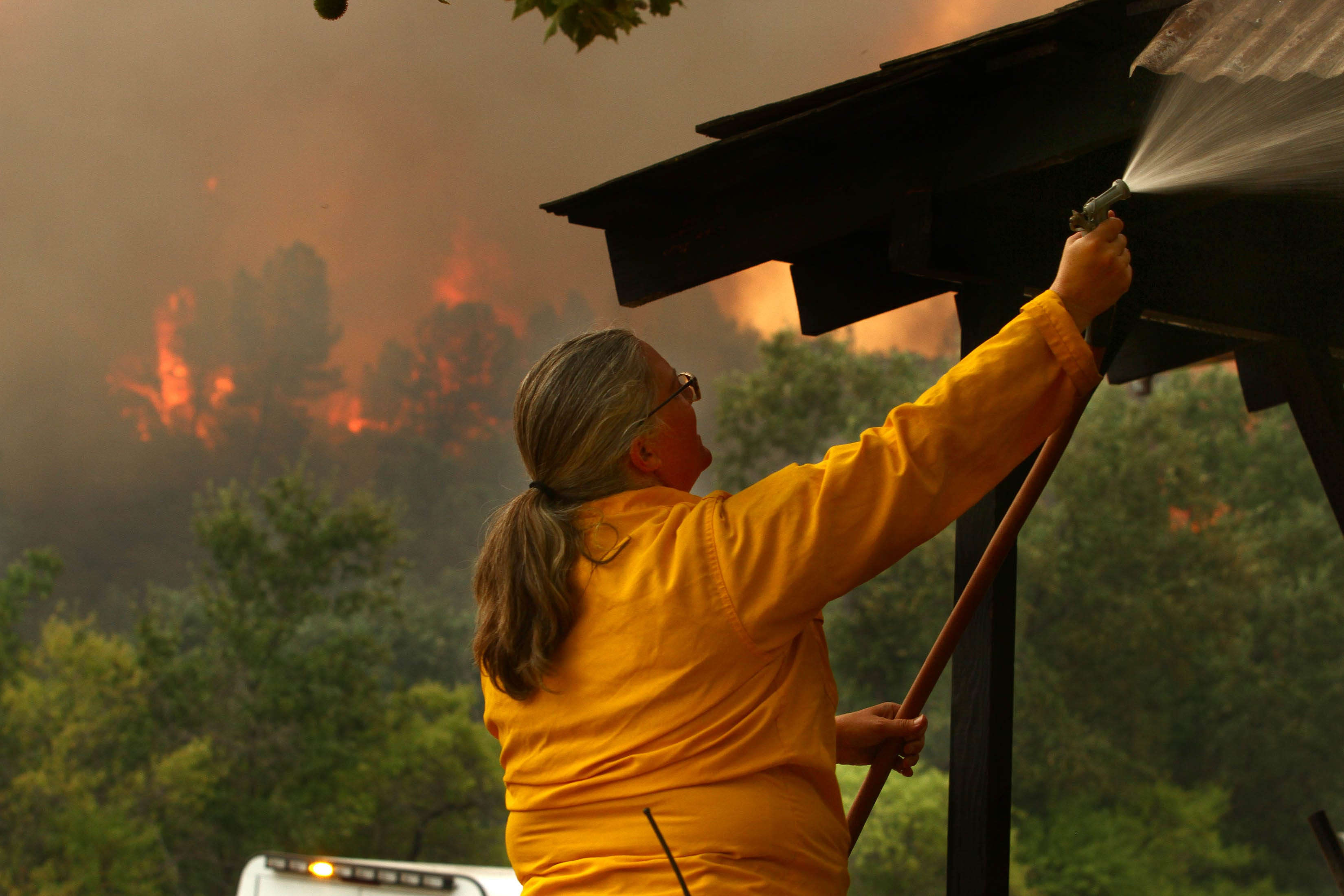 Raging wildfire threatens Redding, Shasta in Northern California, kills at least 1 person