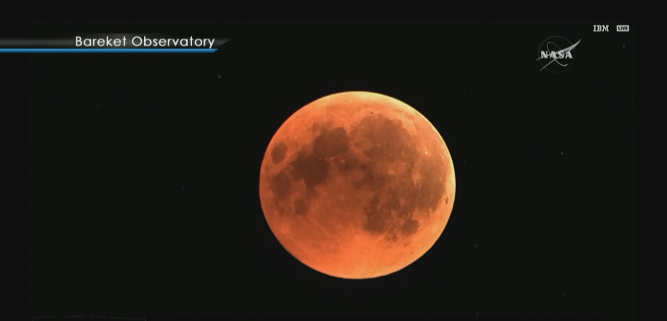 Watching Eclipse On Observatory Hill >> Here S How To Watch The Last Blood Moon Eclipse Of The Decade