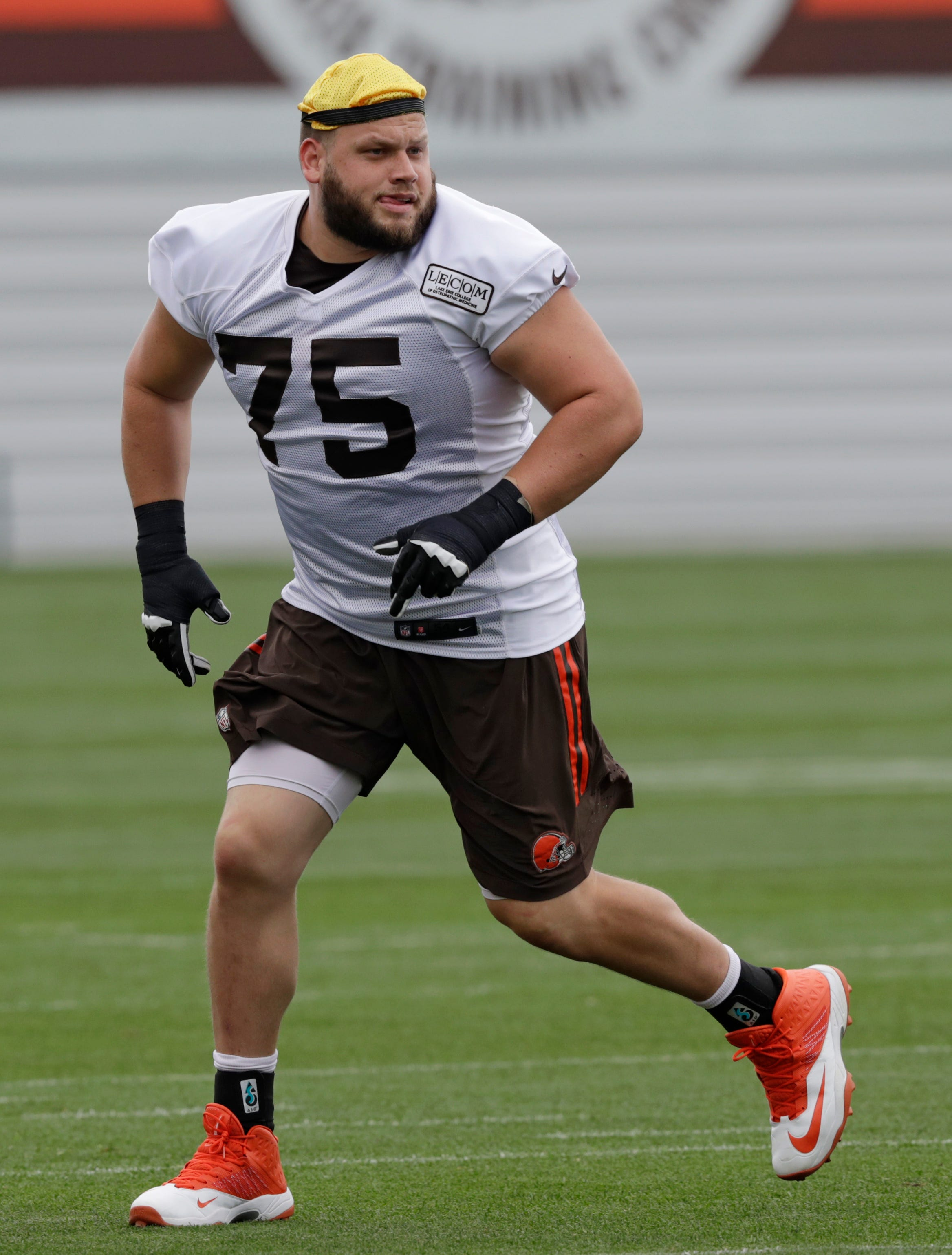Browns' Bitonio willing, not eager to move to left tackle