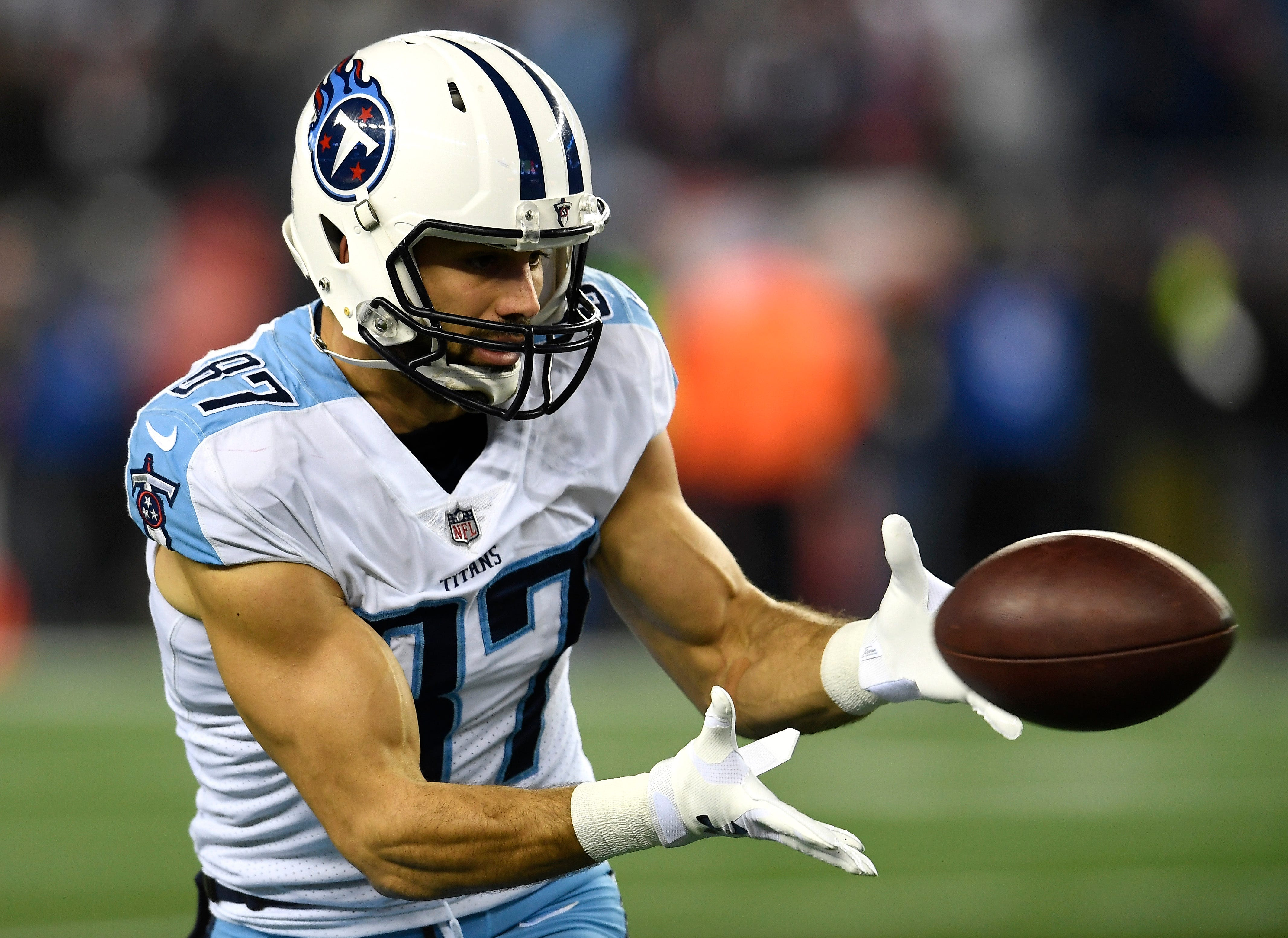 Eric Decker becomes latest wide receiver to join Patriots, per reports