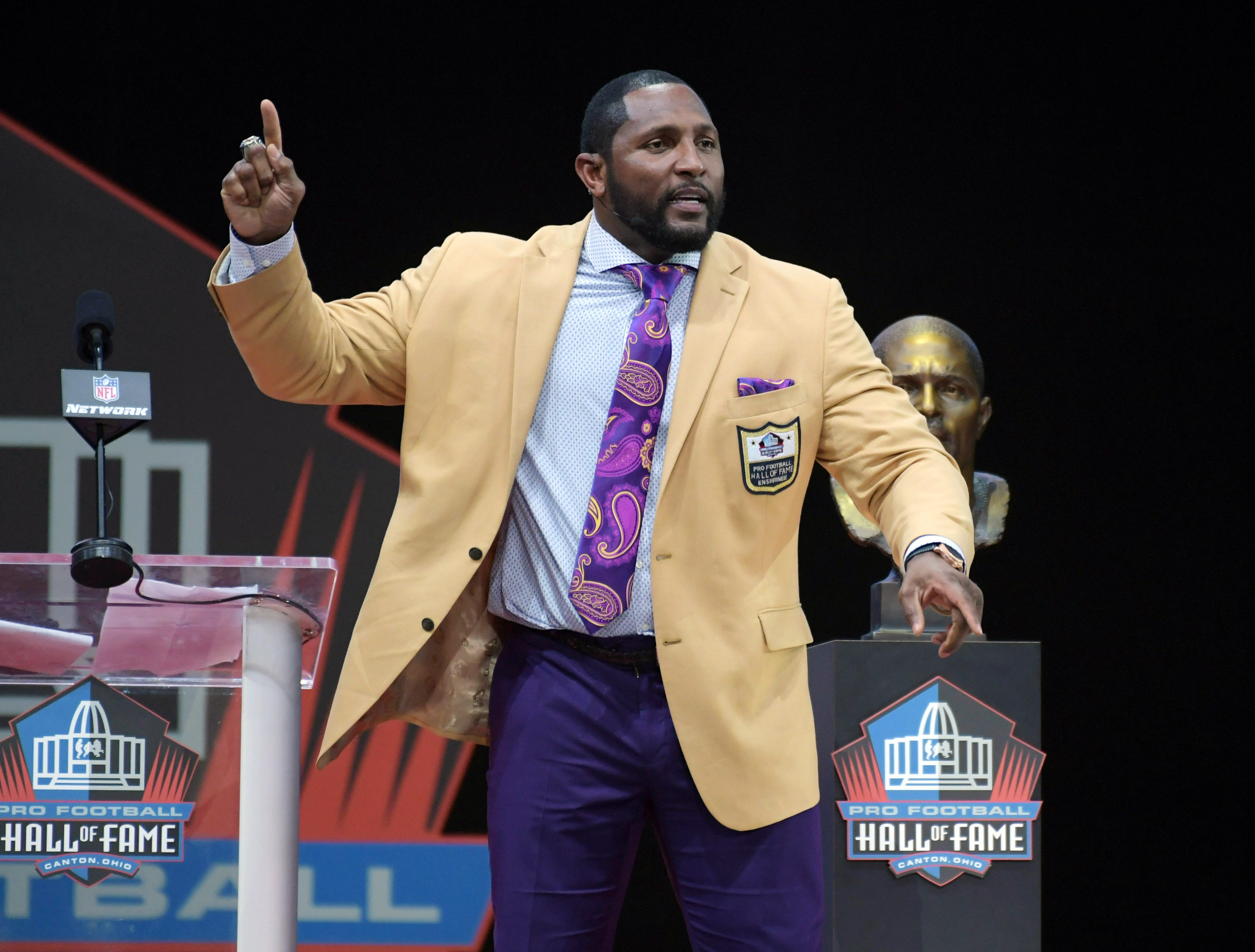 Ray Lewis' Pro Football Hall of Fame speech includes preaching, embarrassment for his kids