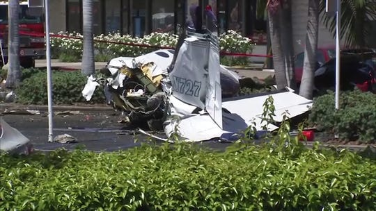 5 killed in plane crash in Santa Ana shopping complex parking lot
