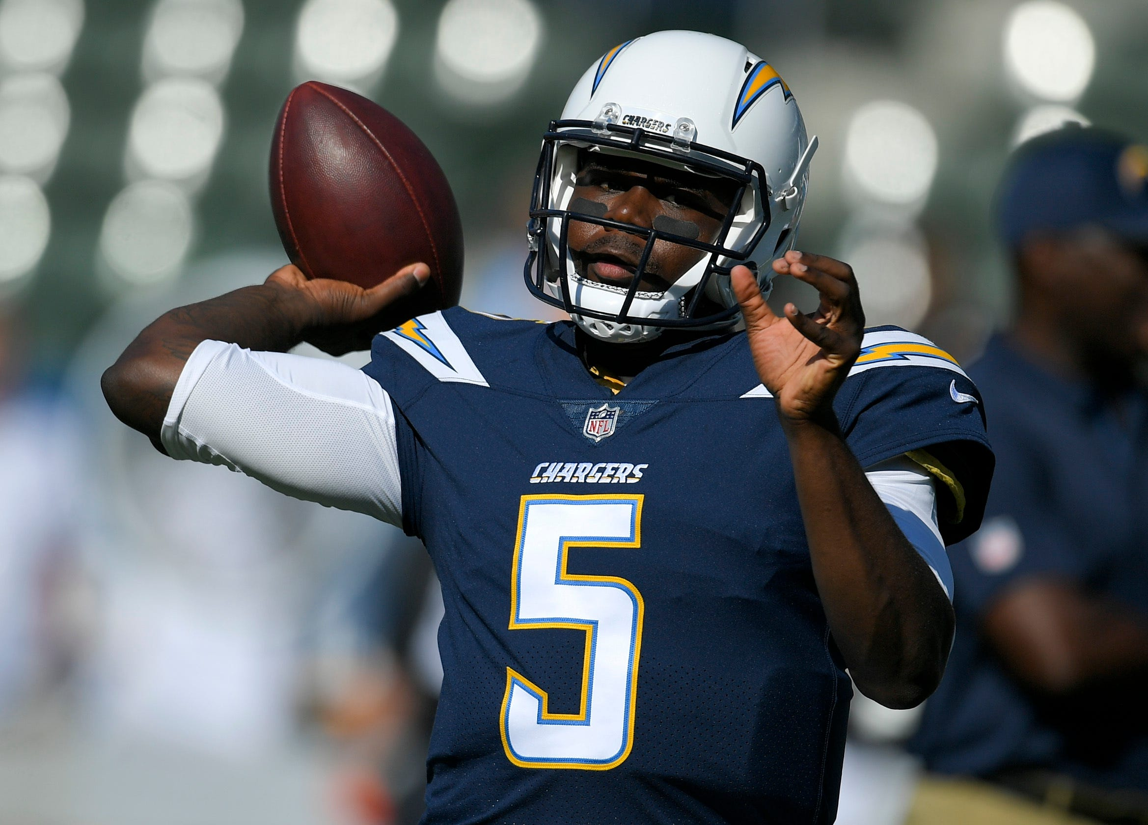 Chargers' Jones, Smith push to back up dependable Rivers