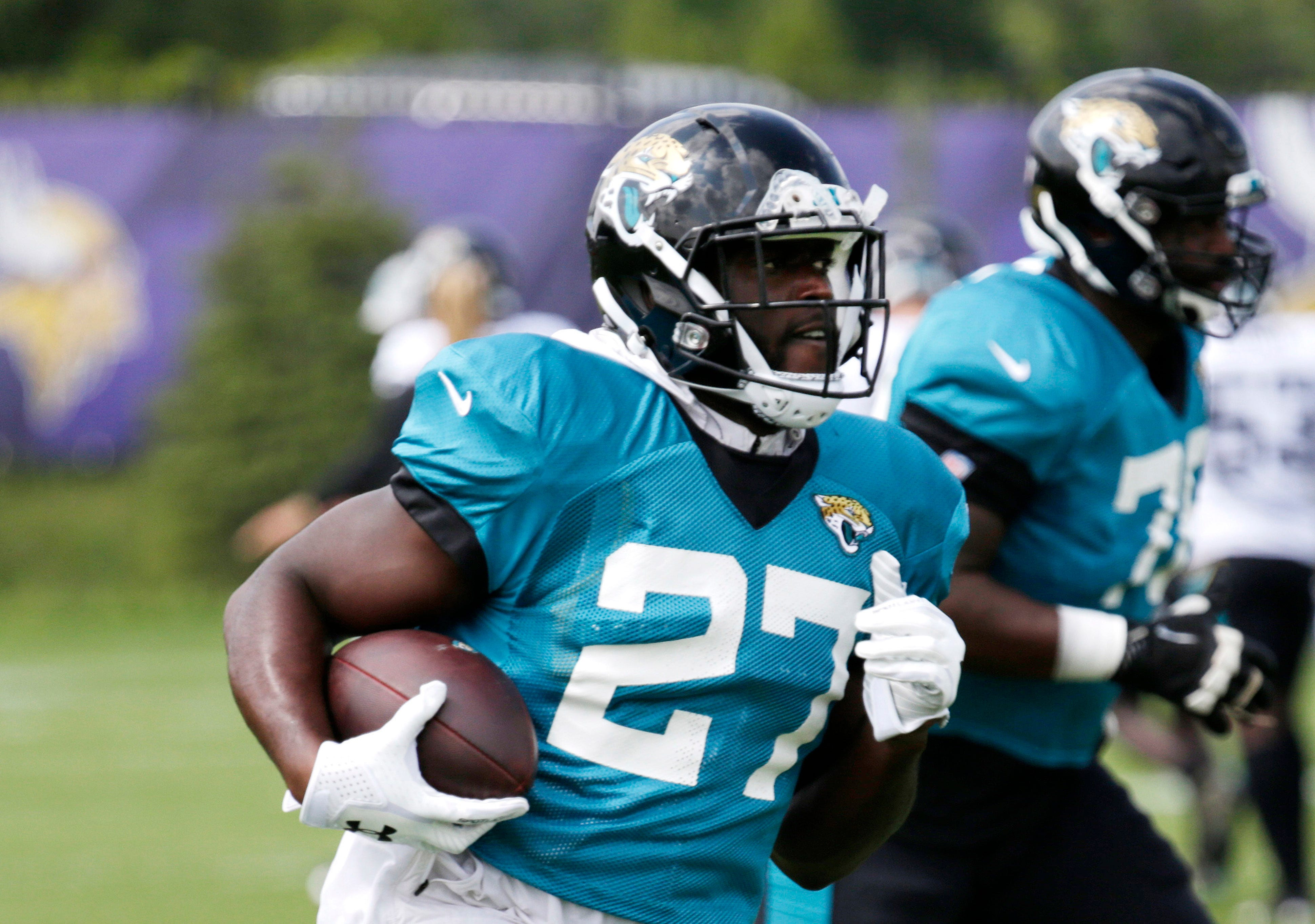 Why Leonard Fournette has $100 sealed in his pads