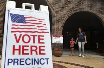 Tres latinos y una afroamericano buscan llegar al concilio de Phoenix en los distritos 5 y 8, y la gente será quien los elija este martes.