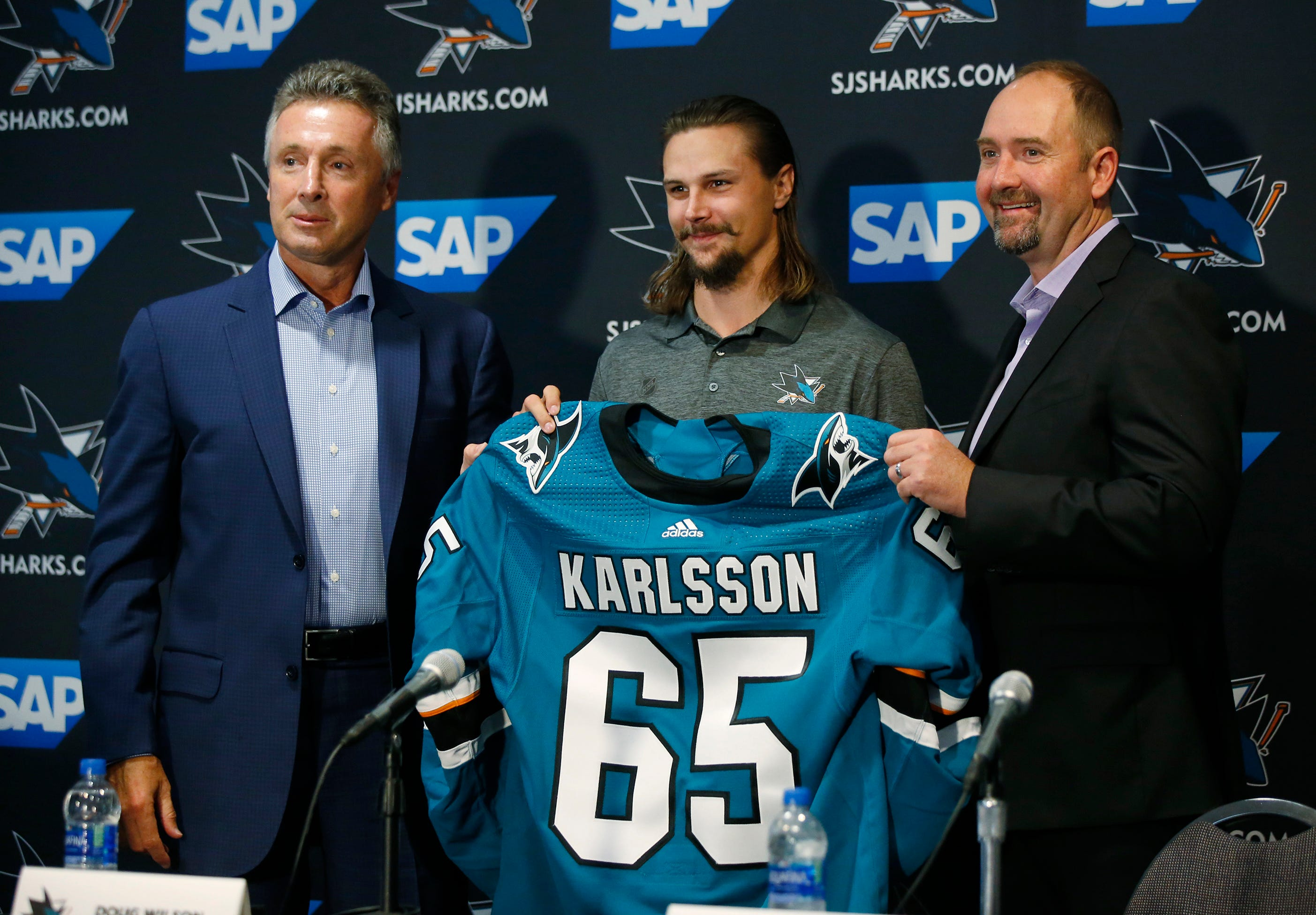 Erik Karlsson looks to fit in on first day with Sharks