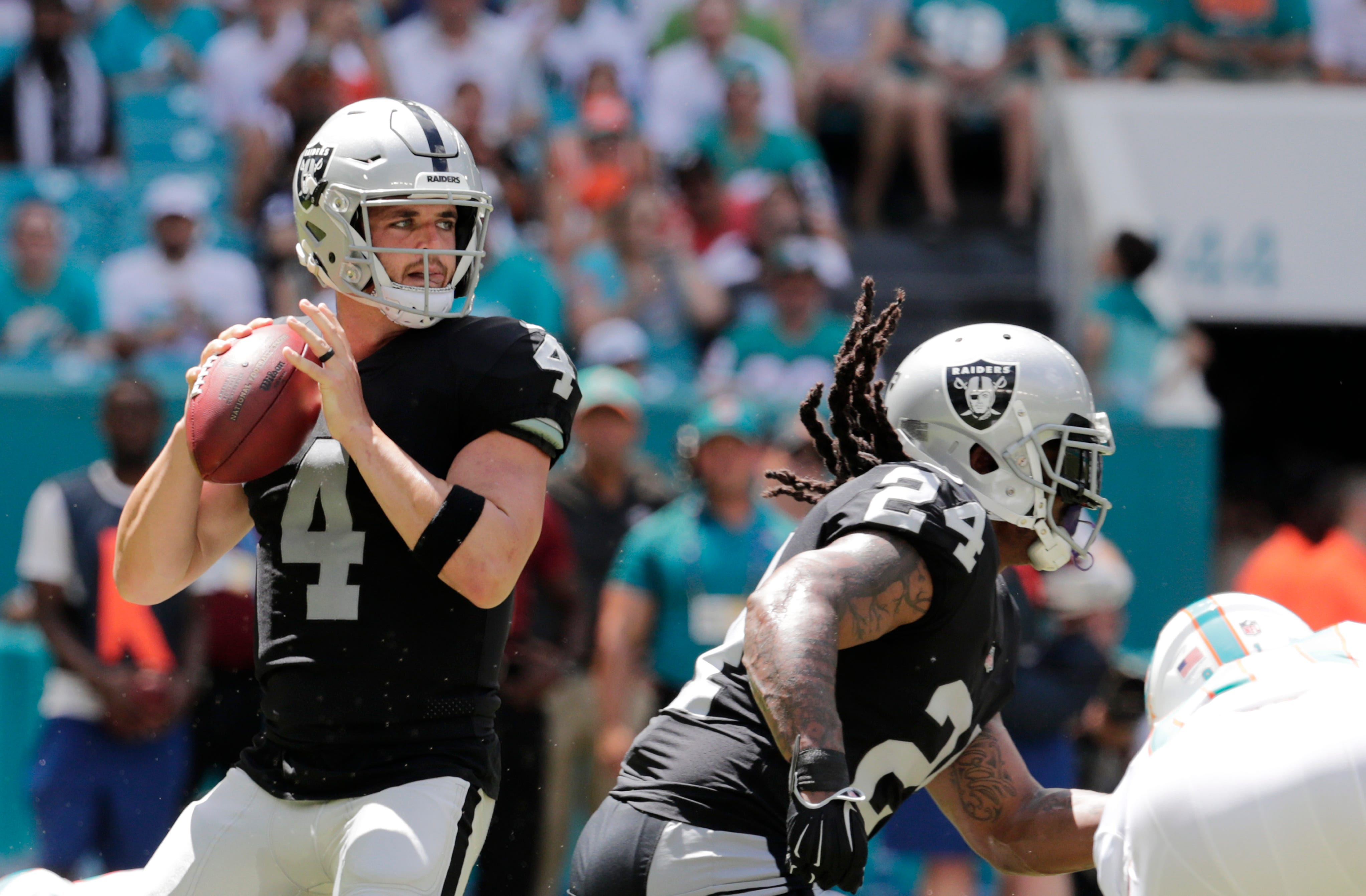 Carr leans on rookie lessons to get past Raiders' 0-3 start