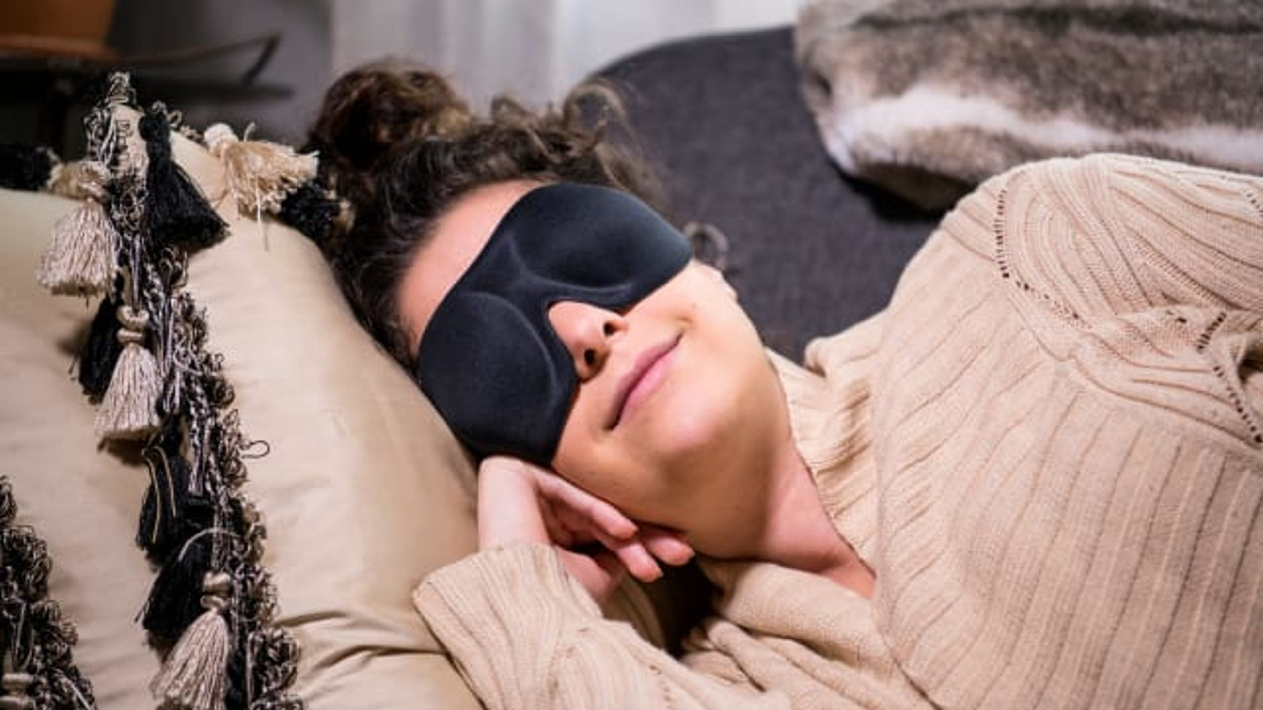 "if you want to beat your cold this winter, getting some shut eye during the day will be one of the best remedies. Of course, sunlight can make it incredibly hard to take a nap, which is where this Nidra Eye Mask comes in handy.&nbsp;We think it's&nbsp;<a href=""https://www.reviewed.com/home-outdoors/best-right-now/the-best-sleep-masks?utm_source=usat&amp;utm_medium=referral&amp;utm_campaign=collab"" target=""_blank"">the best sleep mask</a>&nbsp;because it stays put all night and leaves some space for your eyes so they aren't pressed against the fabric. (<strong><a href=""https://www.amazon.com/Patented-Contoured-Adjustable-Satisfaction-Guaranteed/dp/B01N4GNSX6/ref=as_li_ss_tl?ie=UTF8&amp;linkCode=ll1&amp;tag=usatgallery-20&amp;linkId=192840fc8c797558634176430f0df8a3&amp;language=en_US"" target=""_blank"">$11.95 on Amazon</a></strong>)"
