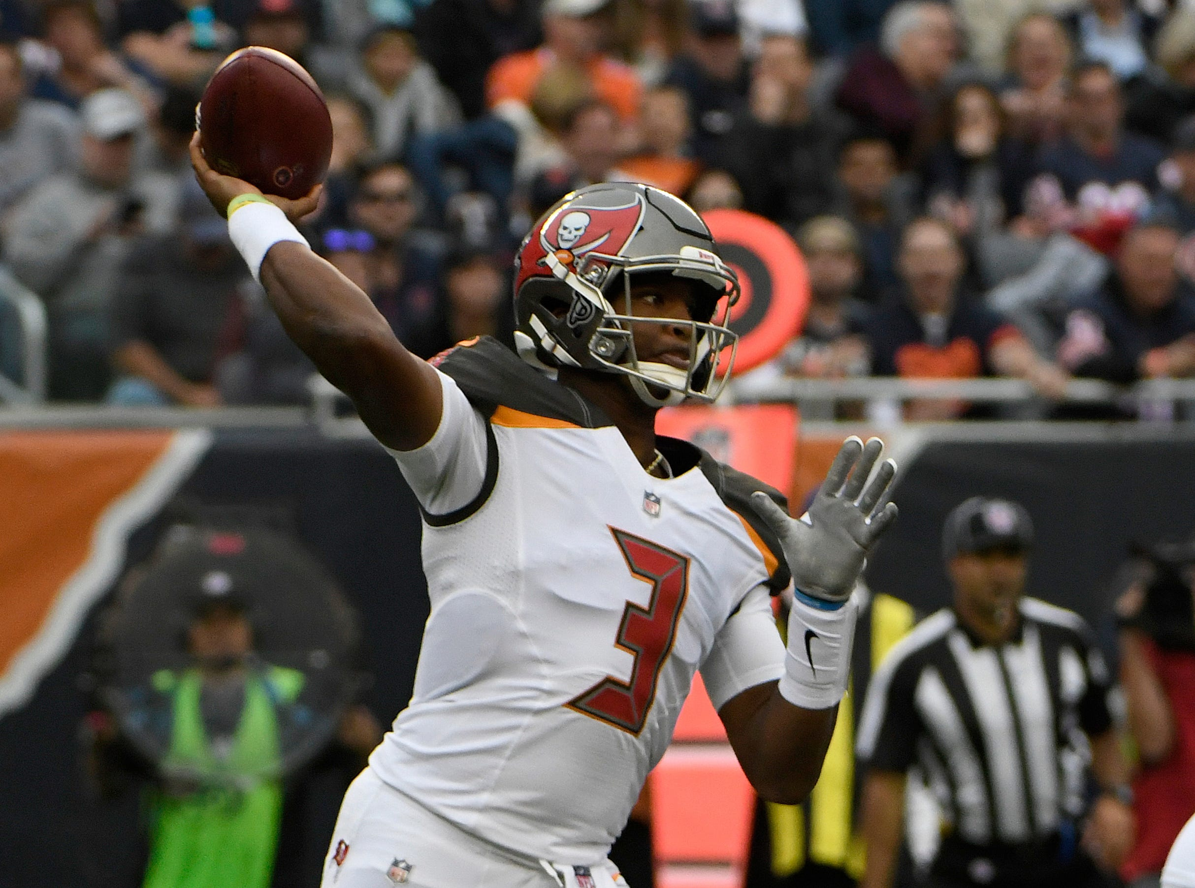 The Latest: Winston replaces Fitzpatrick at QB for Bucs