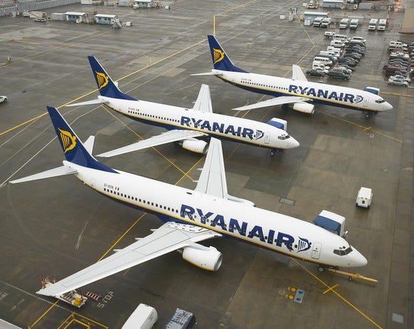 Ryanair passenger tries to open plane door midflight: 'I will kill every one of you'