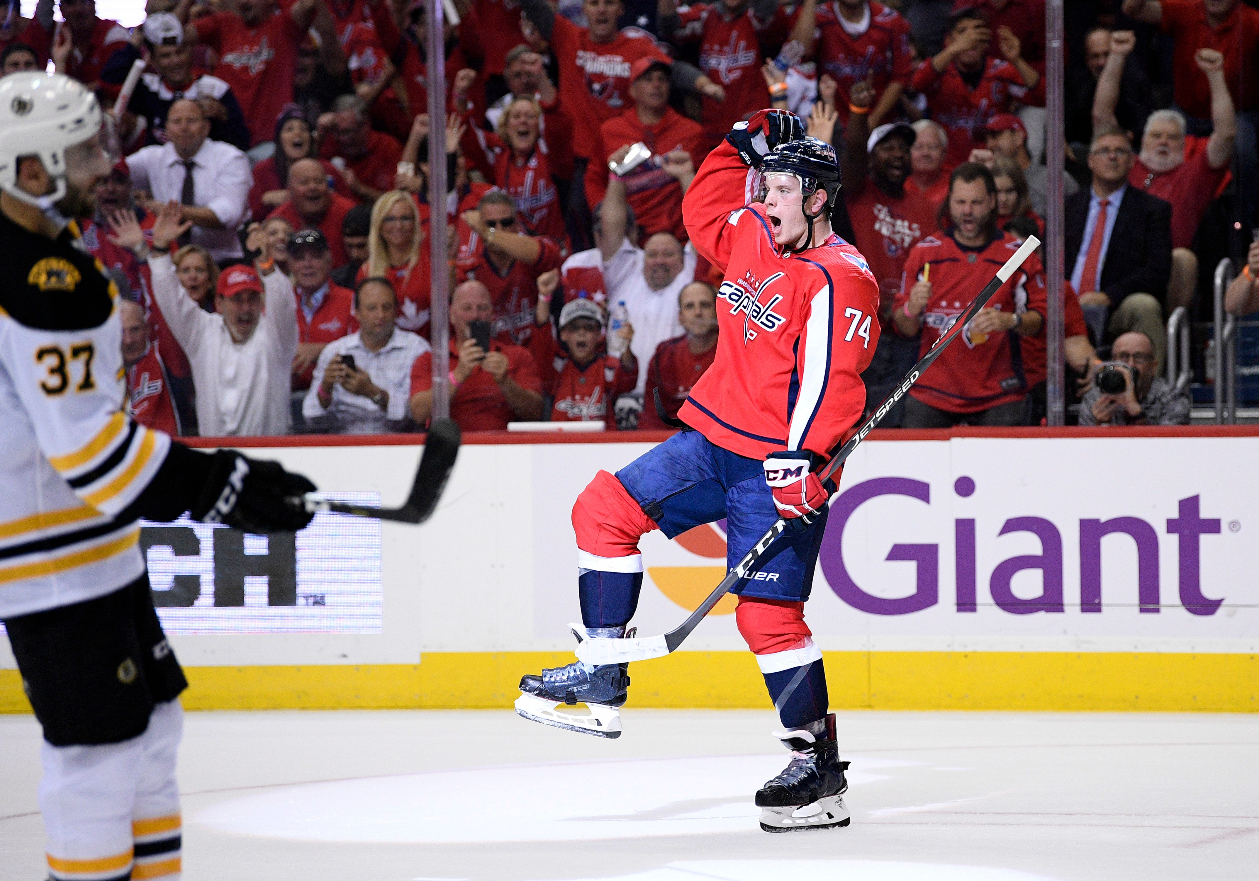 Capitals open Stanley Cup defense with 7-0 rout of Bruins
