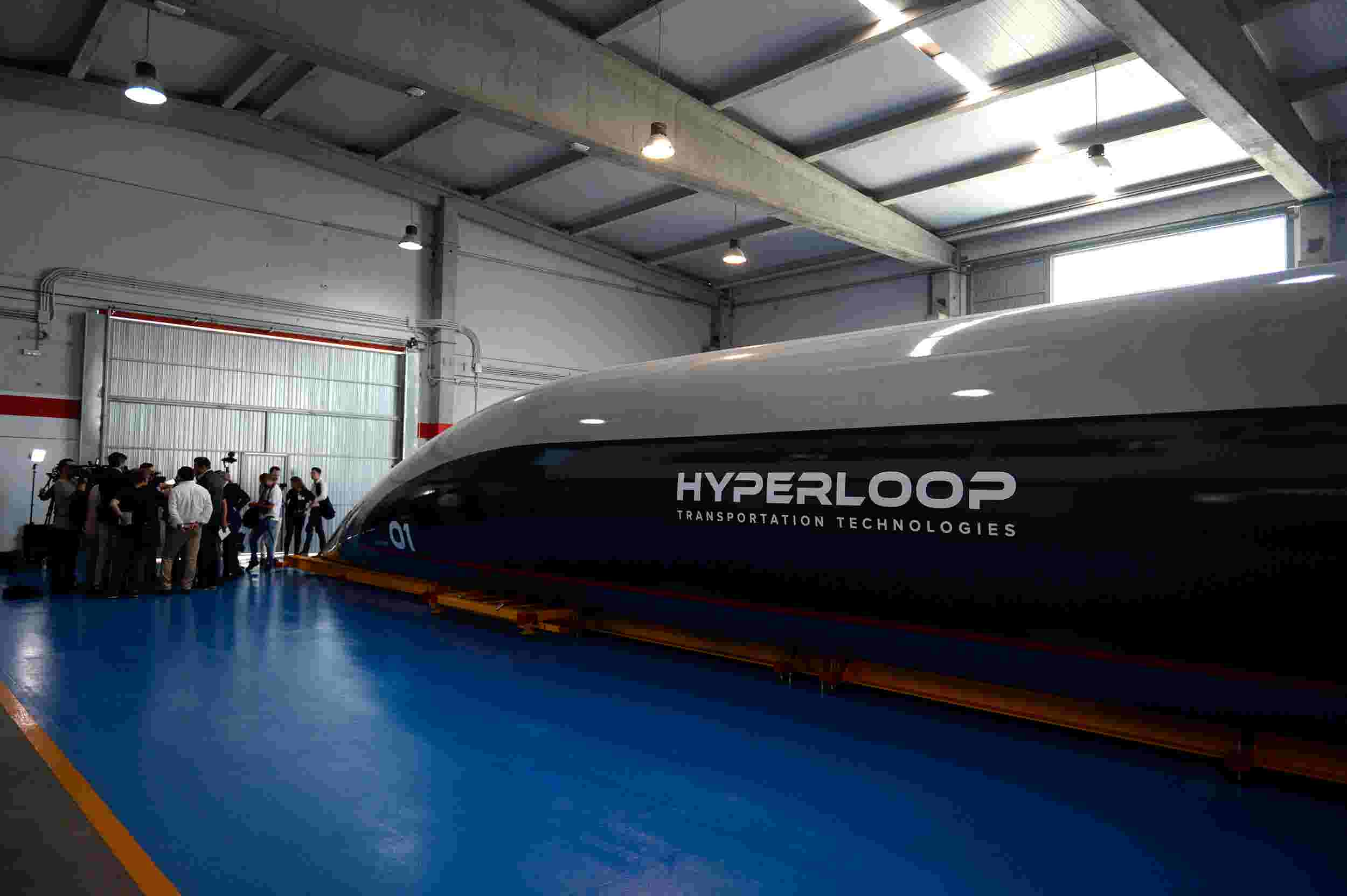 hyperloop company unveils its full scale 750 mph passenger capsule
