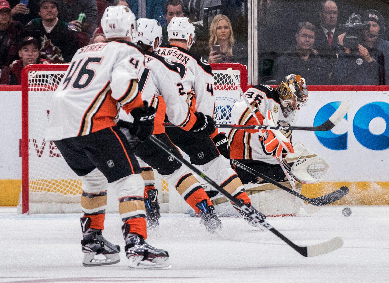 Gibson stops 41 shots, Ducks beat Coyotes 1-0