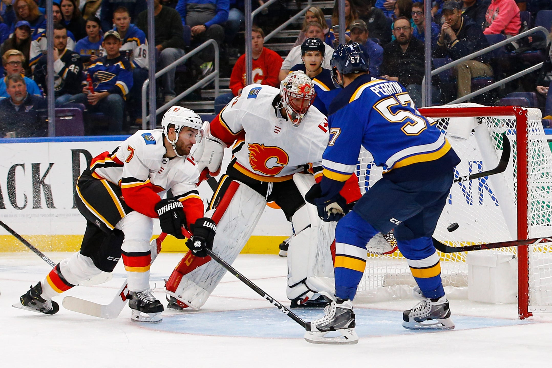 Perron's hat trick lifts Blues to over Flames 5-3