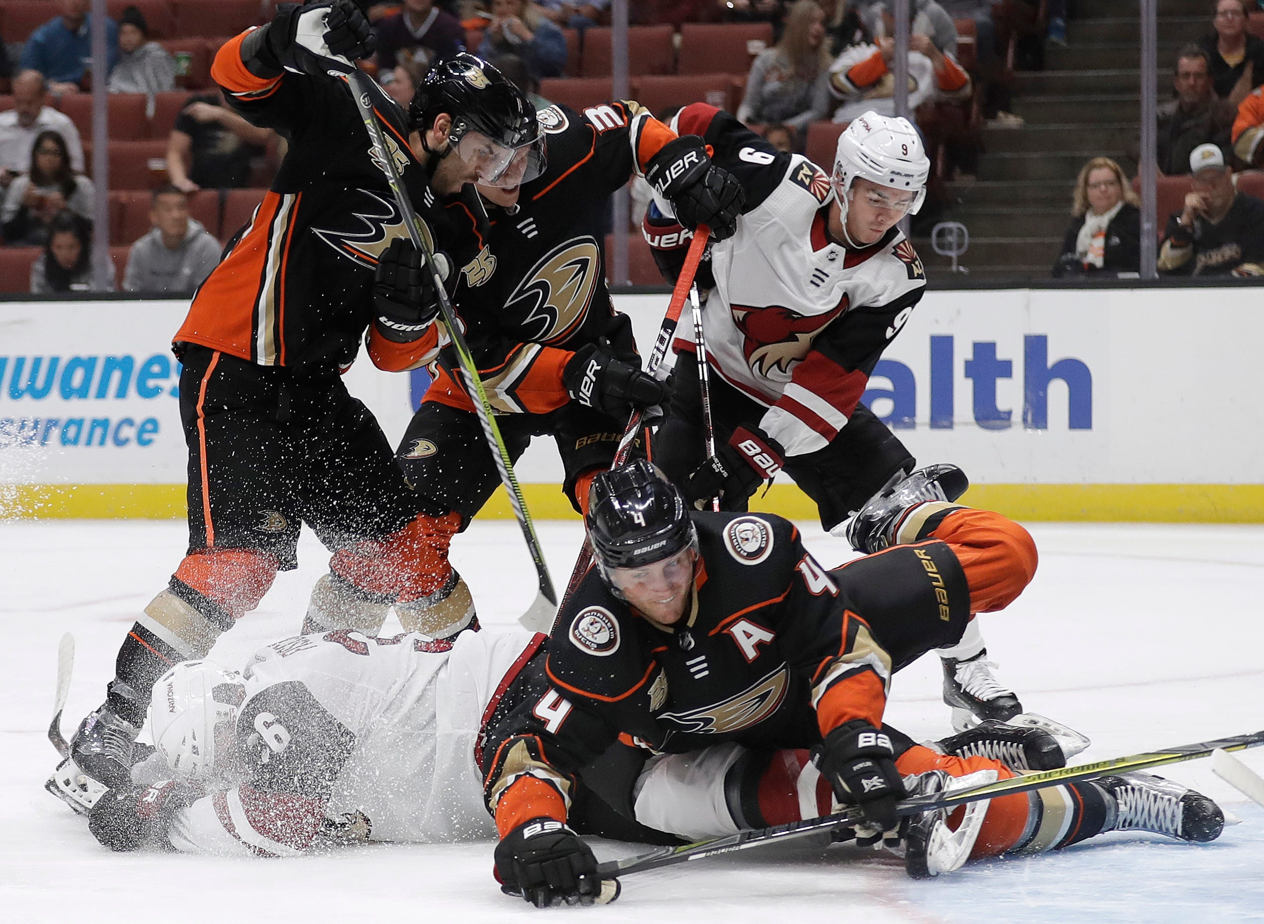Arizona gets 1st win, defeats Anaheim in shootout
