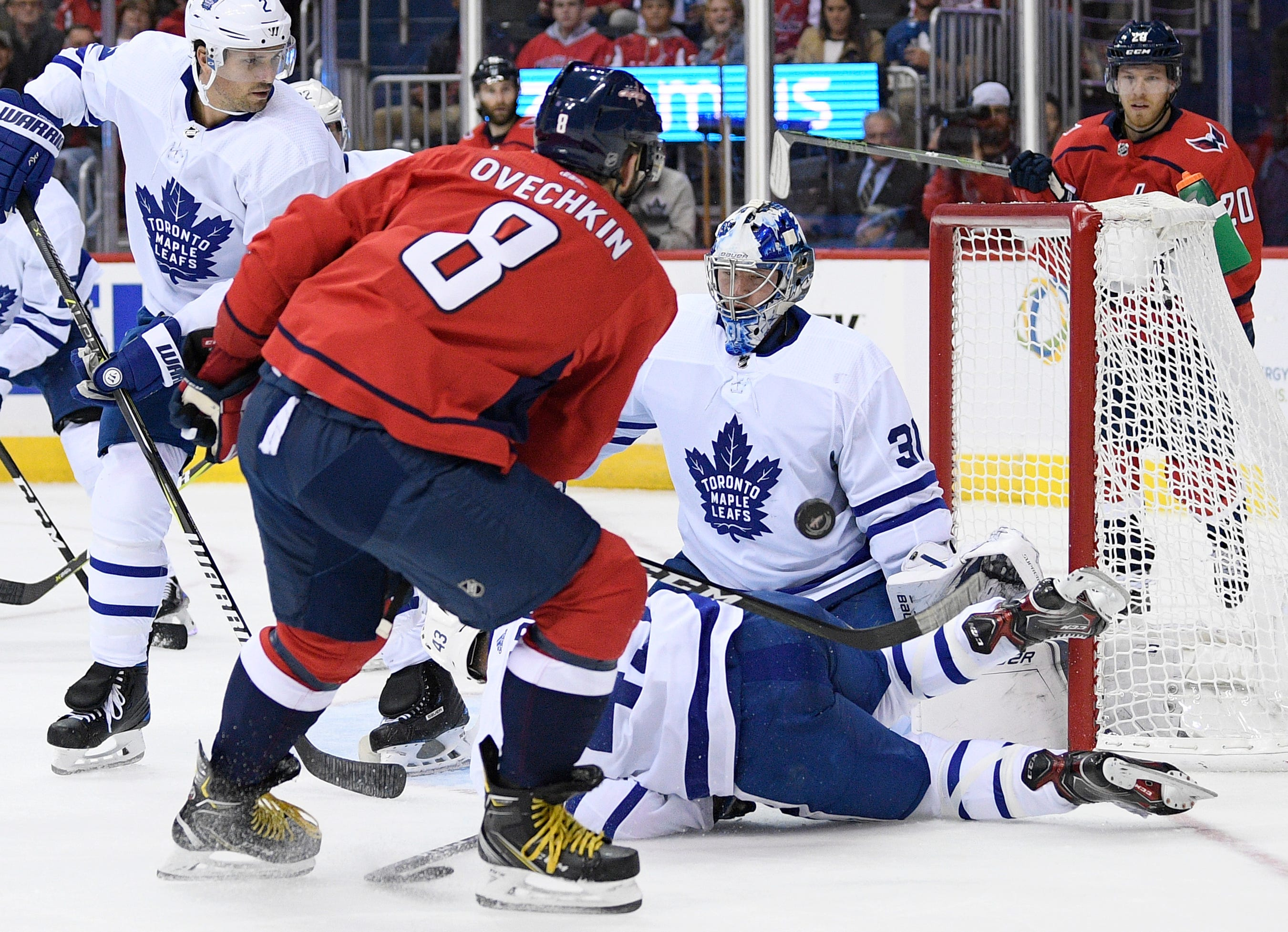 Matthews extends goal streak, Maple Leafs beat Capitals 4-2