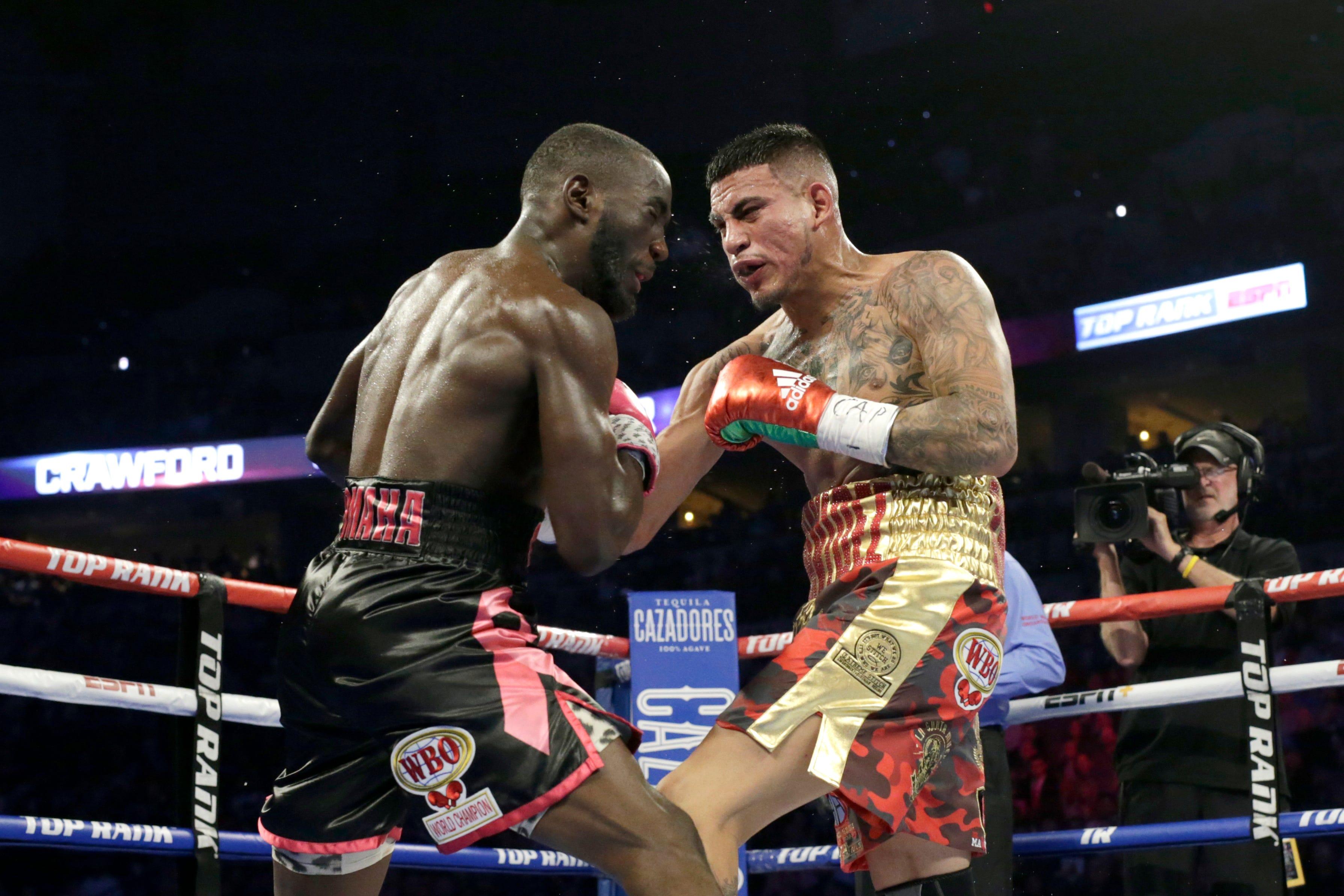 Crawford stops Benavidez late in last round to keep WBO belt