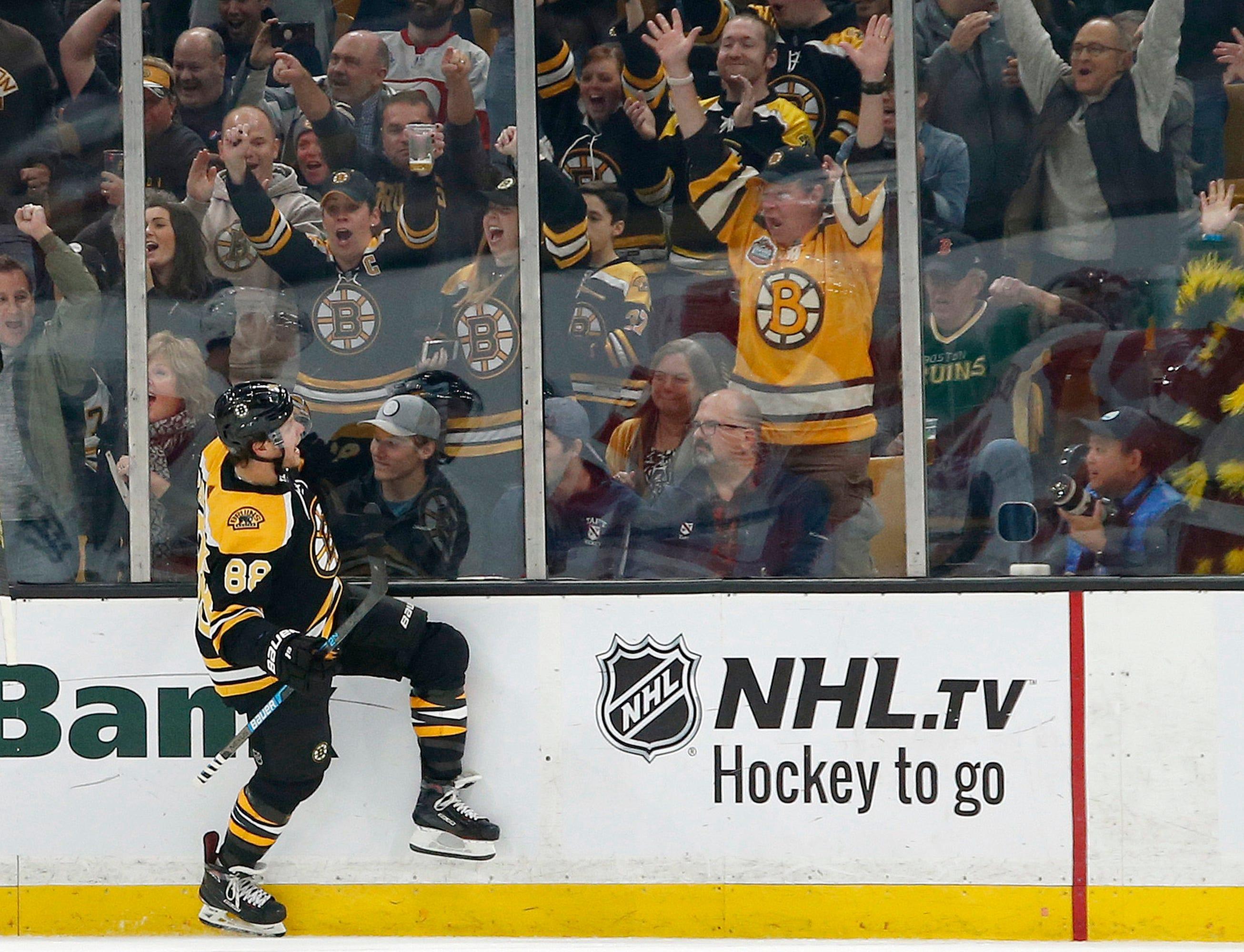 Pastrnak scored 3 goals, Bruins beat winless Red Wings 8-2