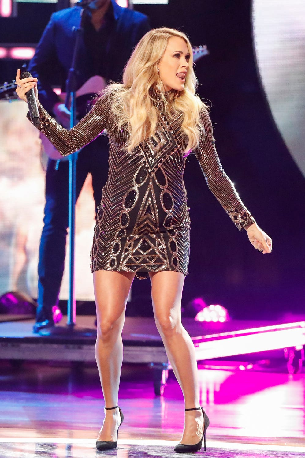 pregnant-carrie-underwood-shares-wisdom-about-being-a-working-mom