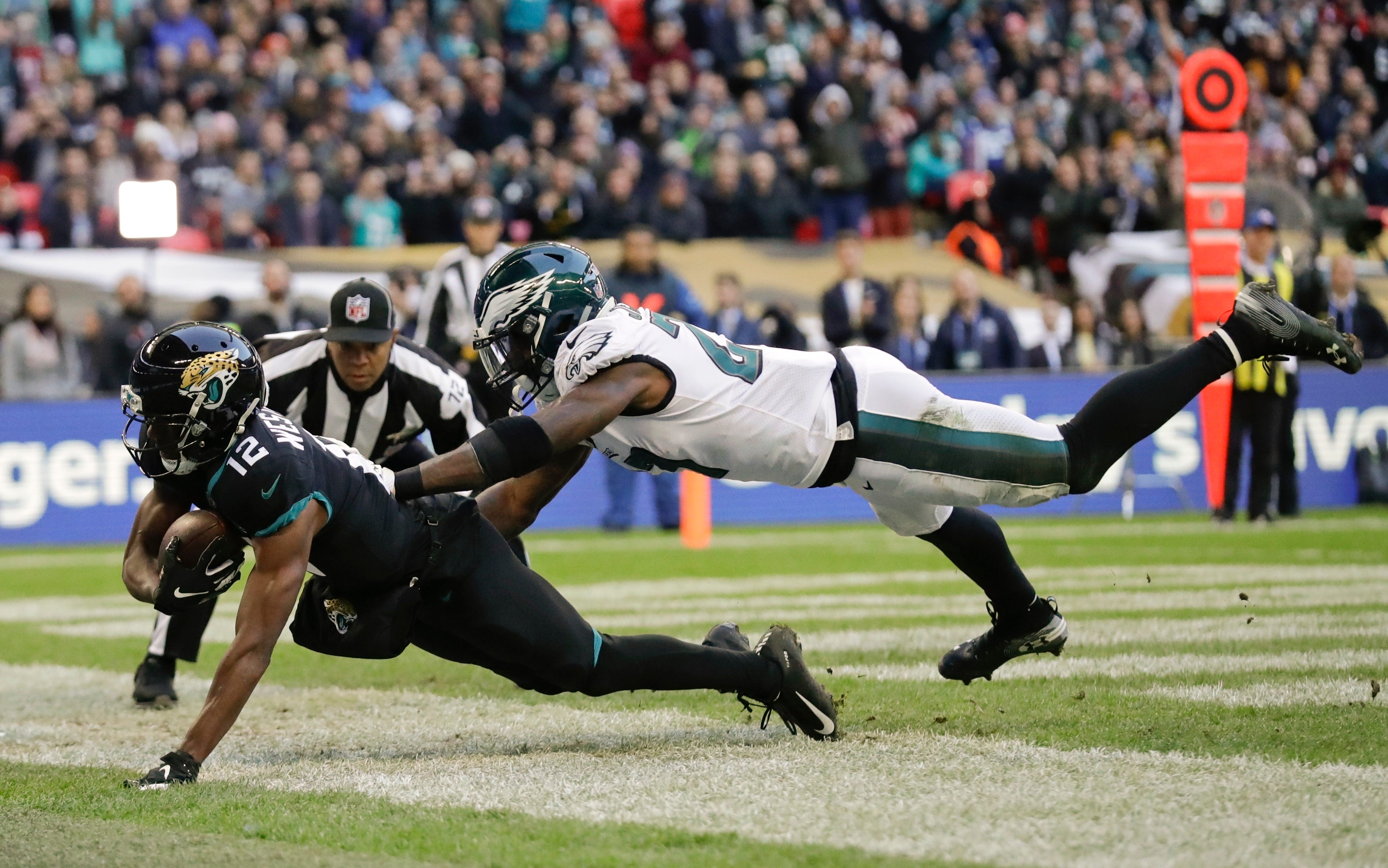 Wentz's 3 TD passes give Eagles win vs. Jags in London