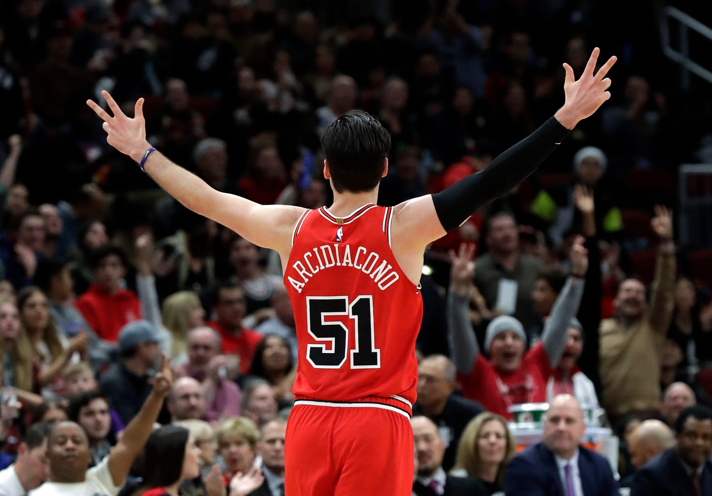 c29e2b94c Parker shines as Bulls beat Suns 124-116 - NBA twitter top10 news ...