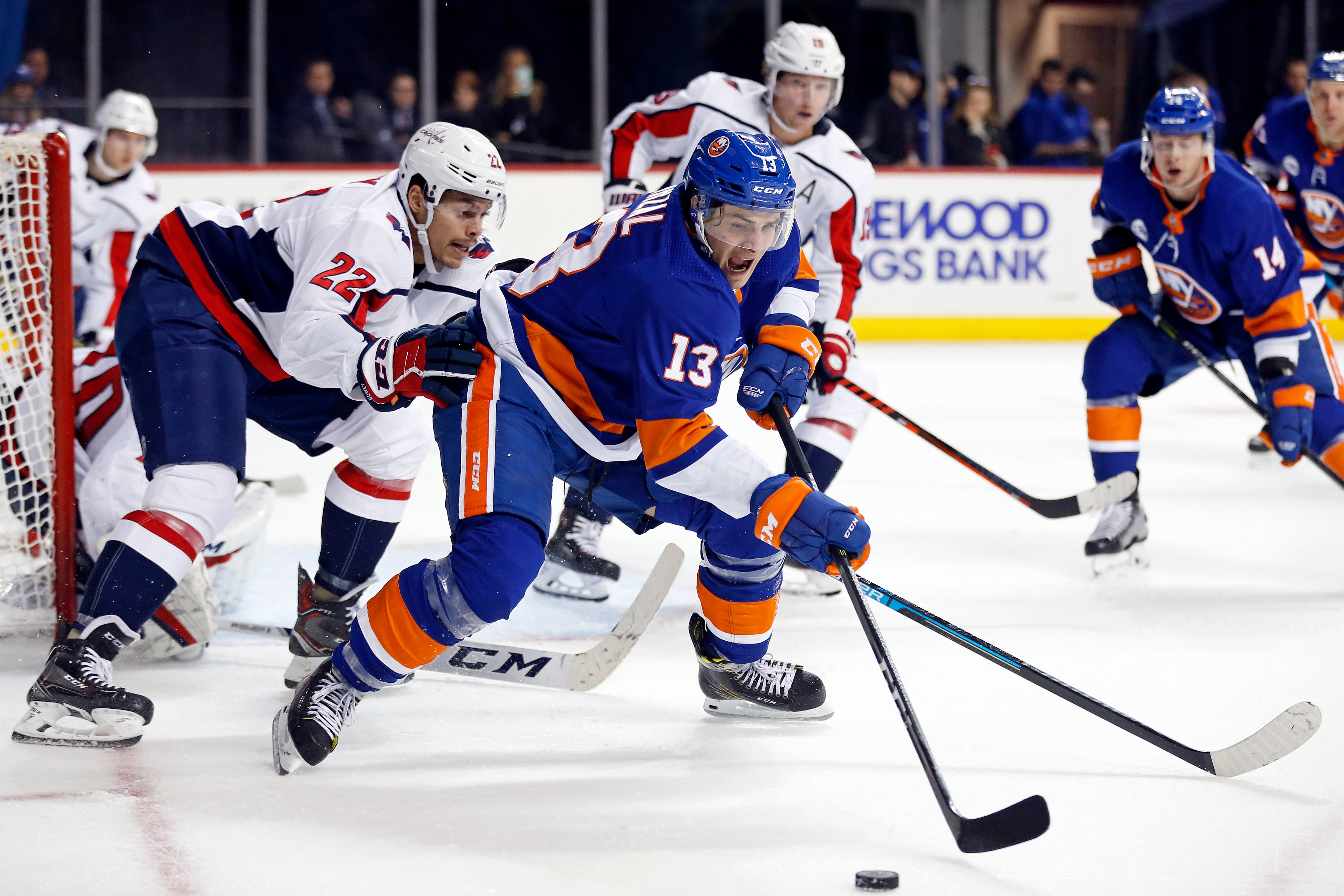 Wilson, Capitals beat Islanders 4-1 for 6th straight win