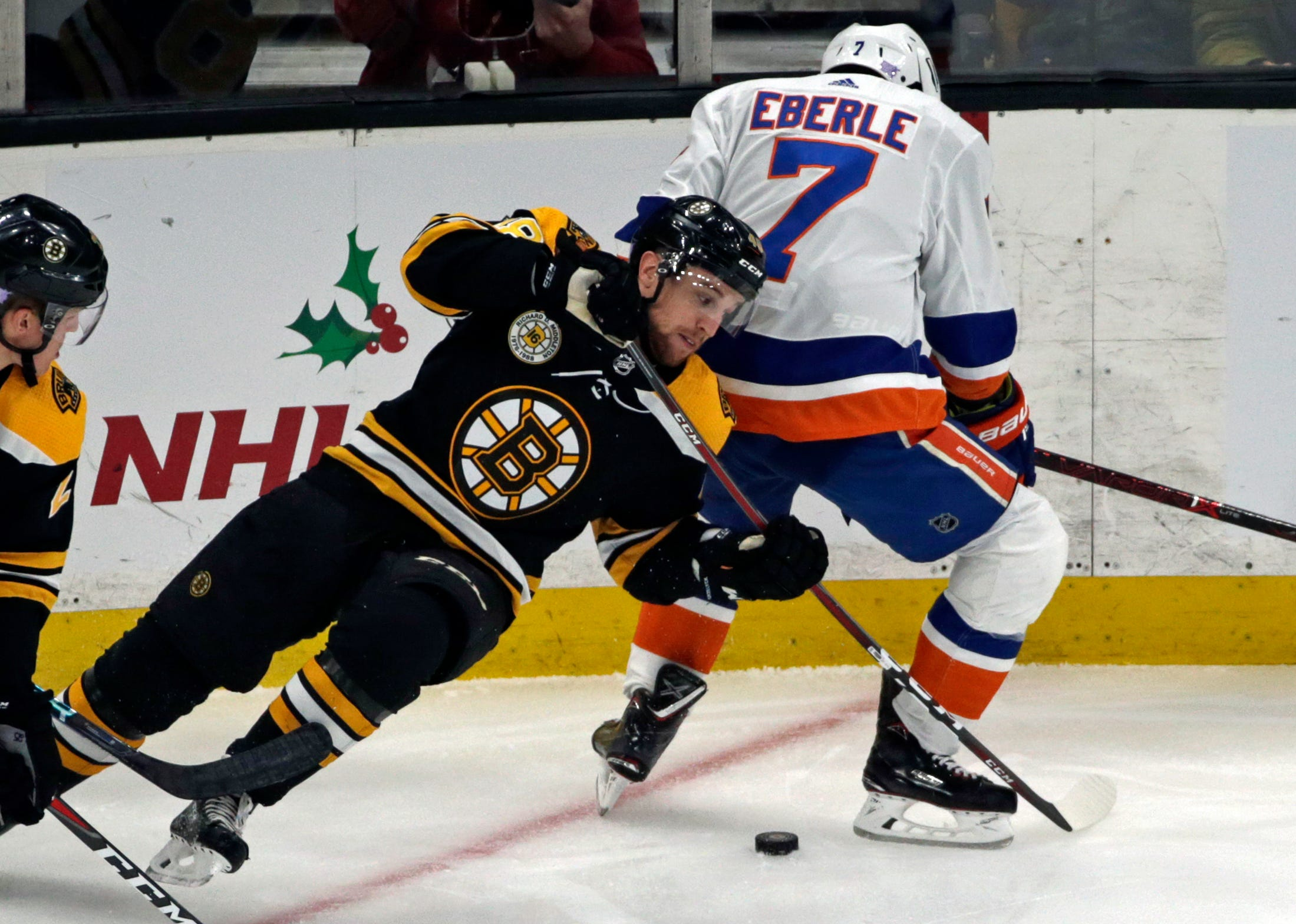 Donato nets shootout winner in return, Bruins best Isles 2-1