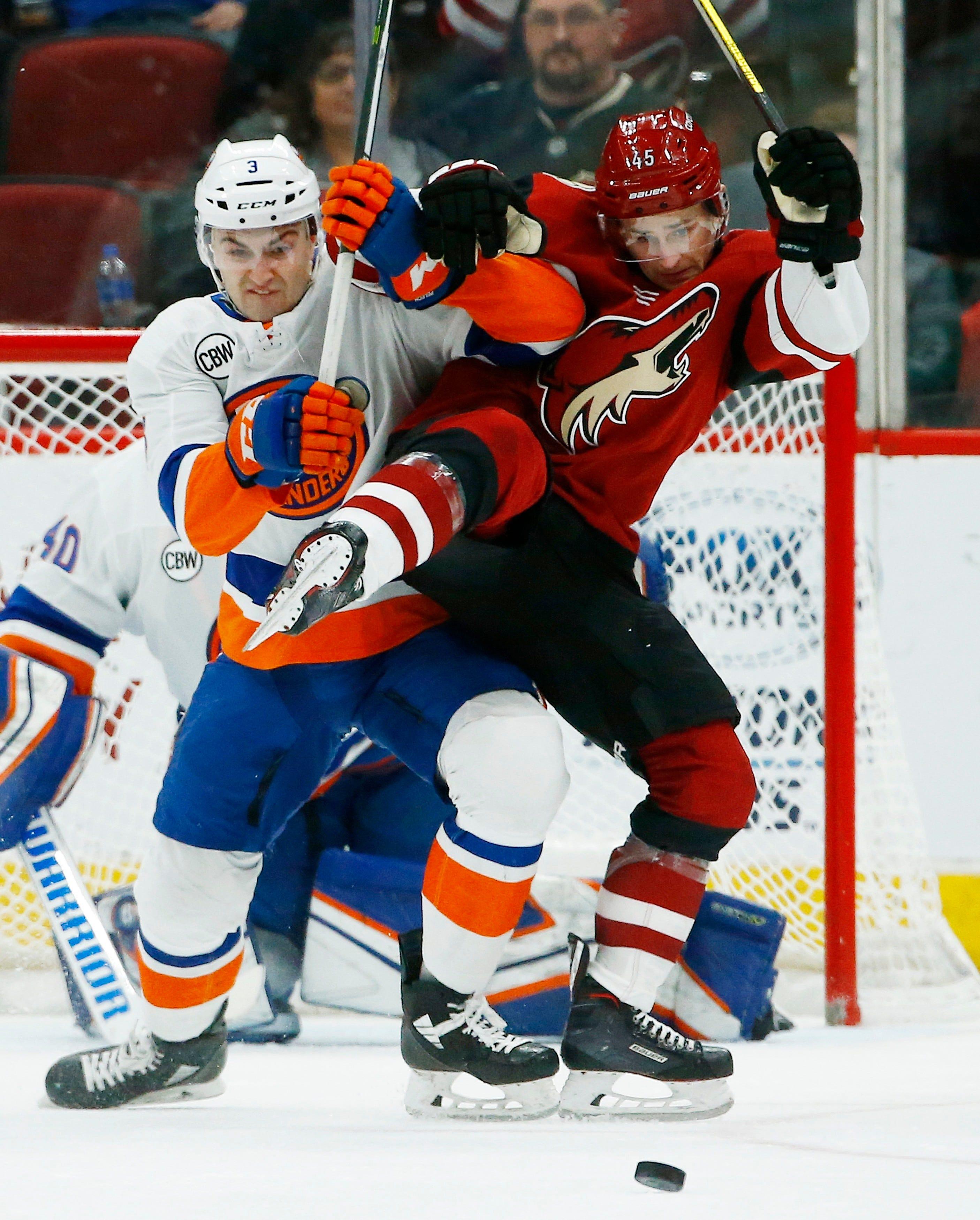 Lehner stops 35 shots, Islanders beat Coyotes 3-1