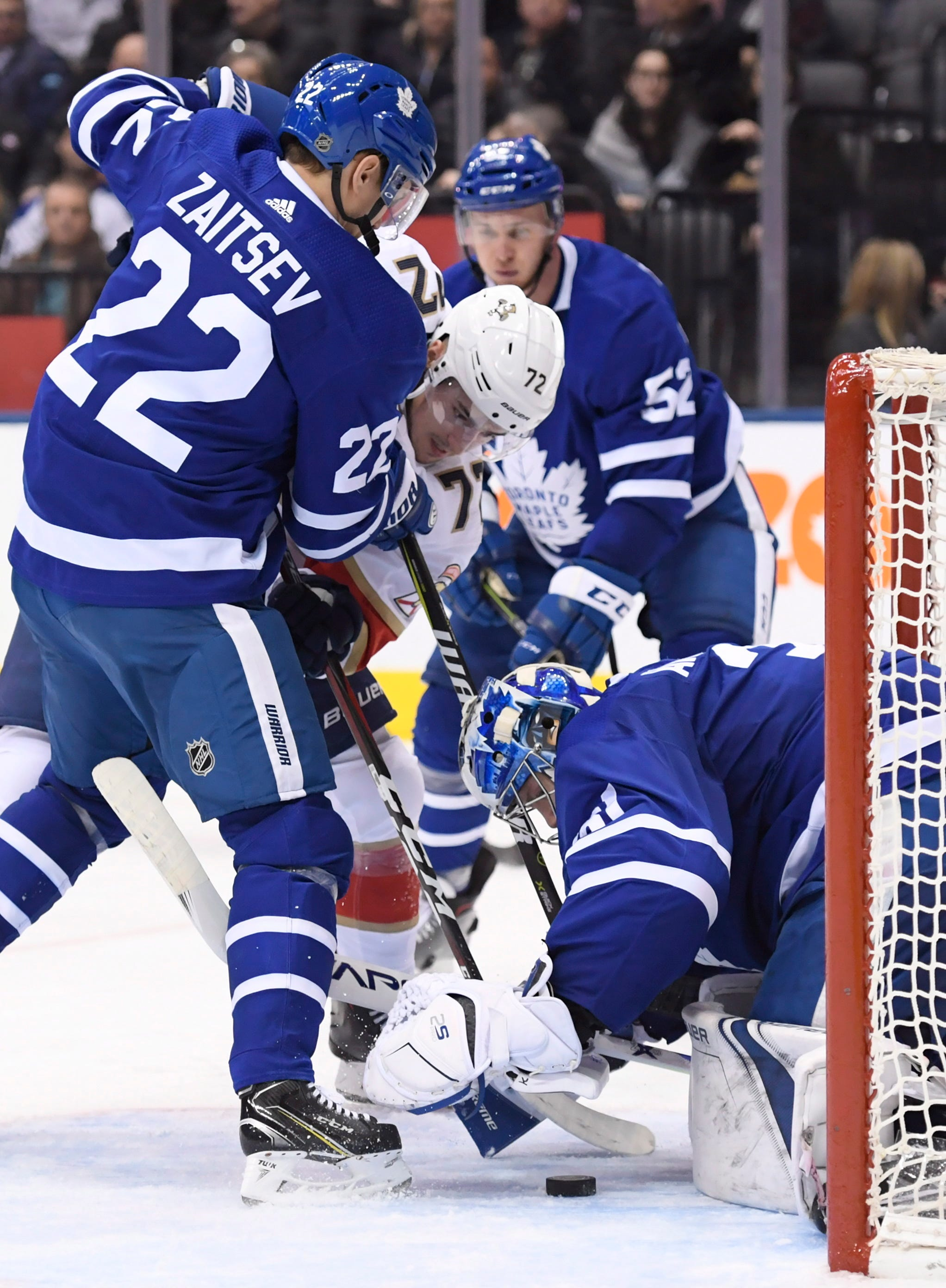 Matthews, Tavares help Maple Leafs rout Panthers 6-1