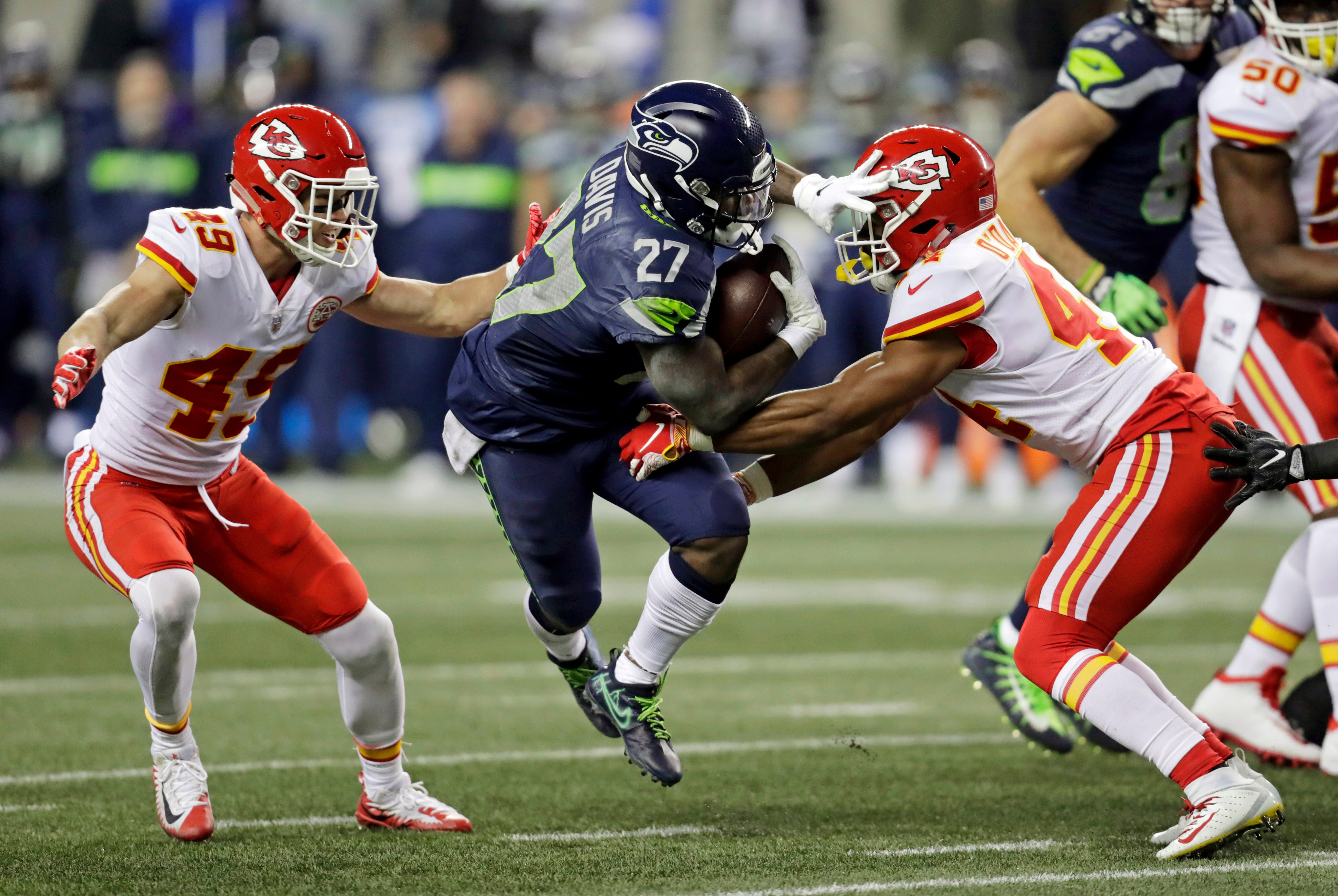Seahawks clinch playoff berth outlasting Chiefs 38-31