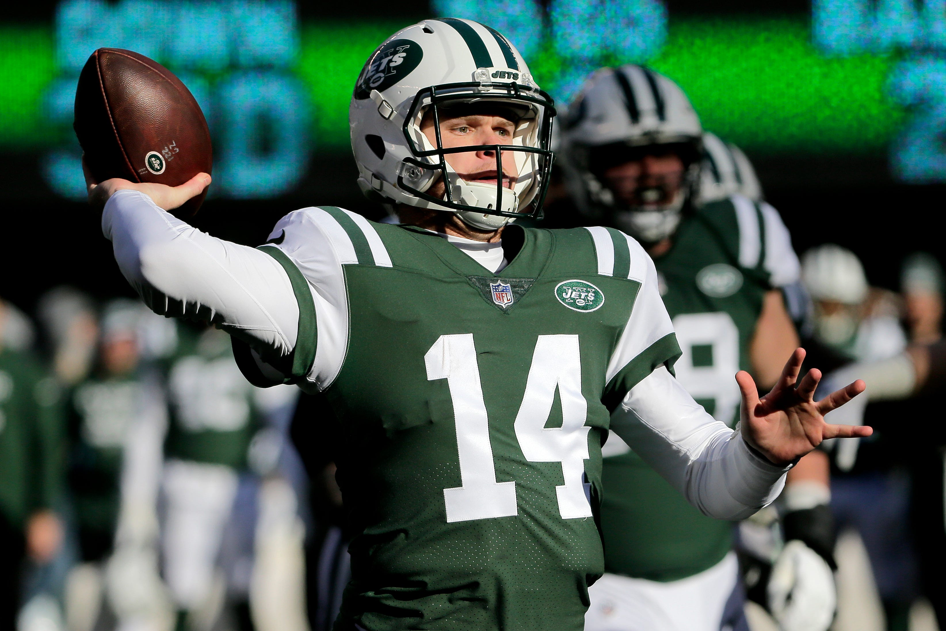 Jets' Darnold wraps up rookie year by facing Rodgers, Brady