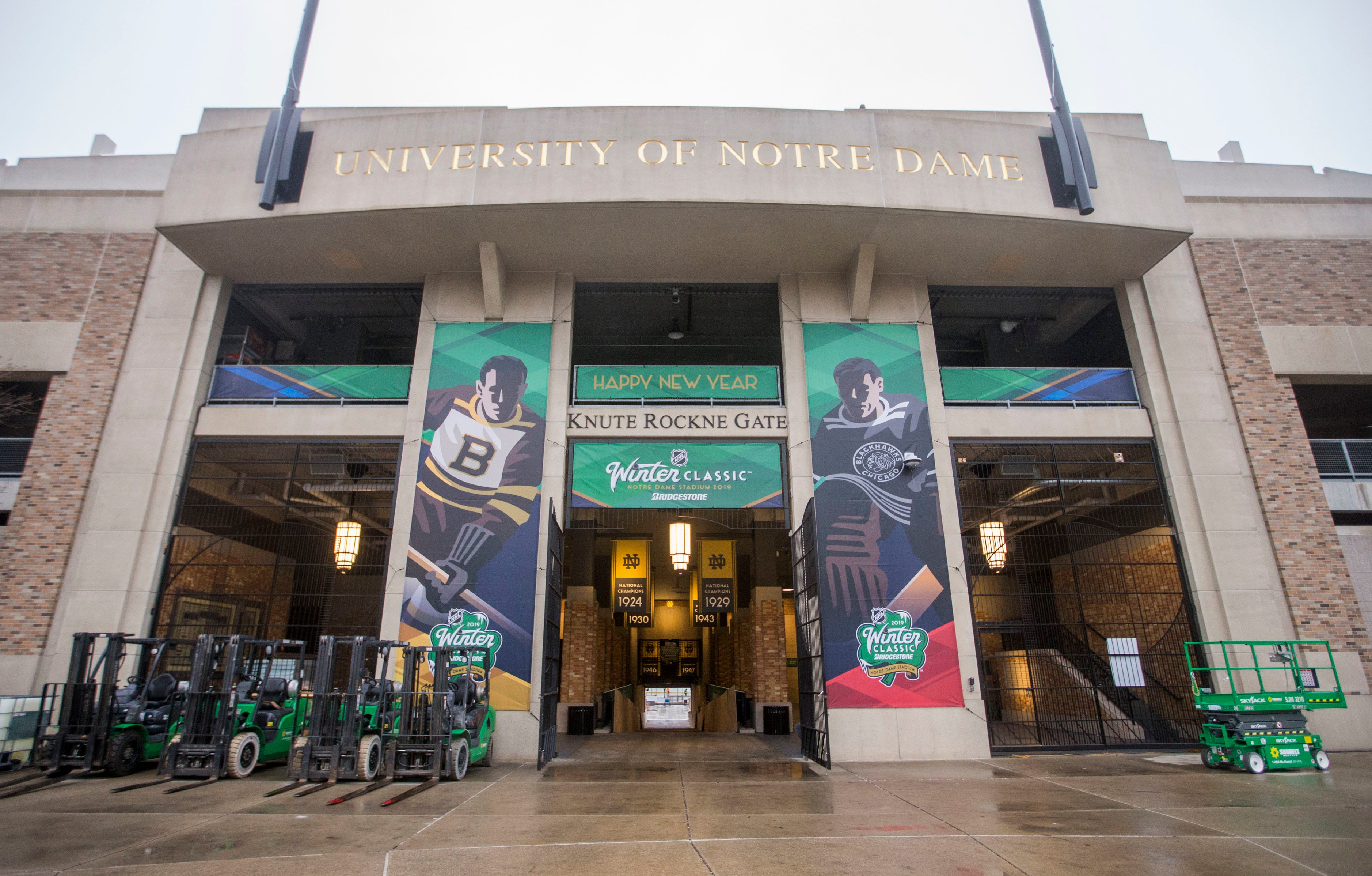 Blackhawks take on Bruins in Winter Classic at Notre Dame