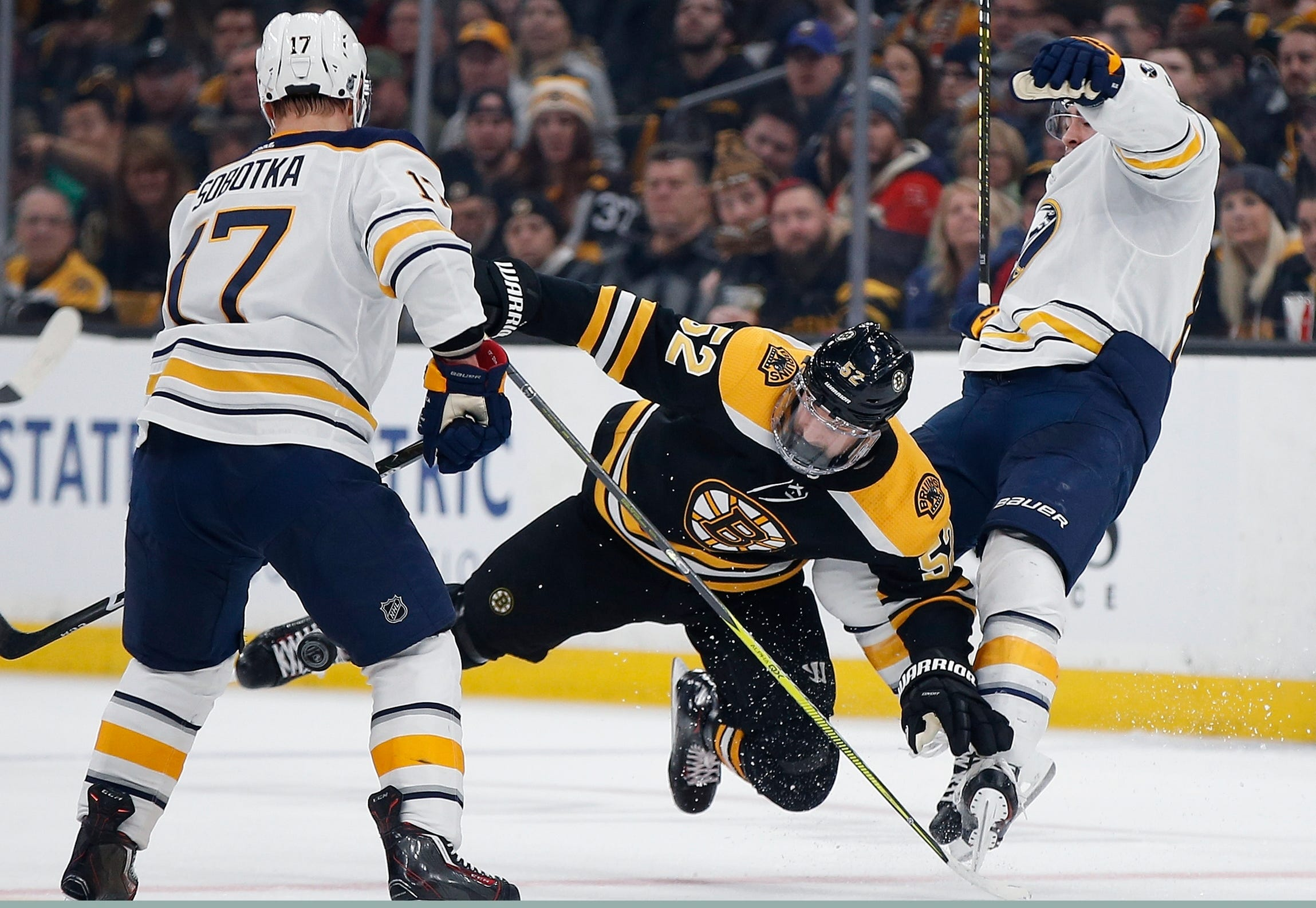 Wagner, Backes score in Bruins' 2-1 win over Sabres