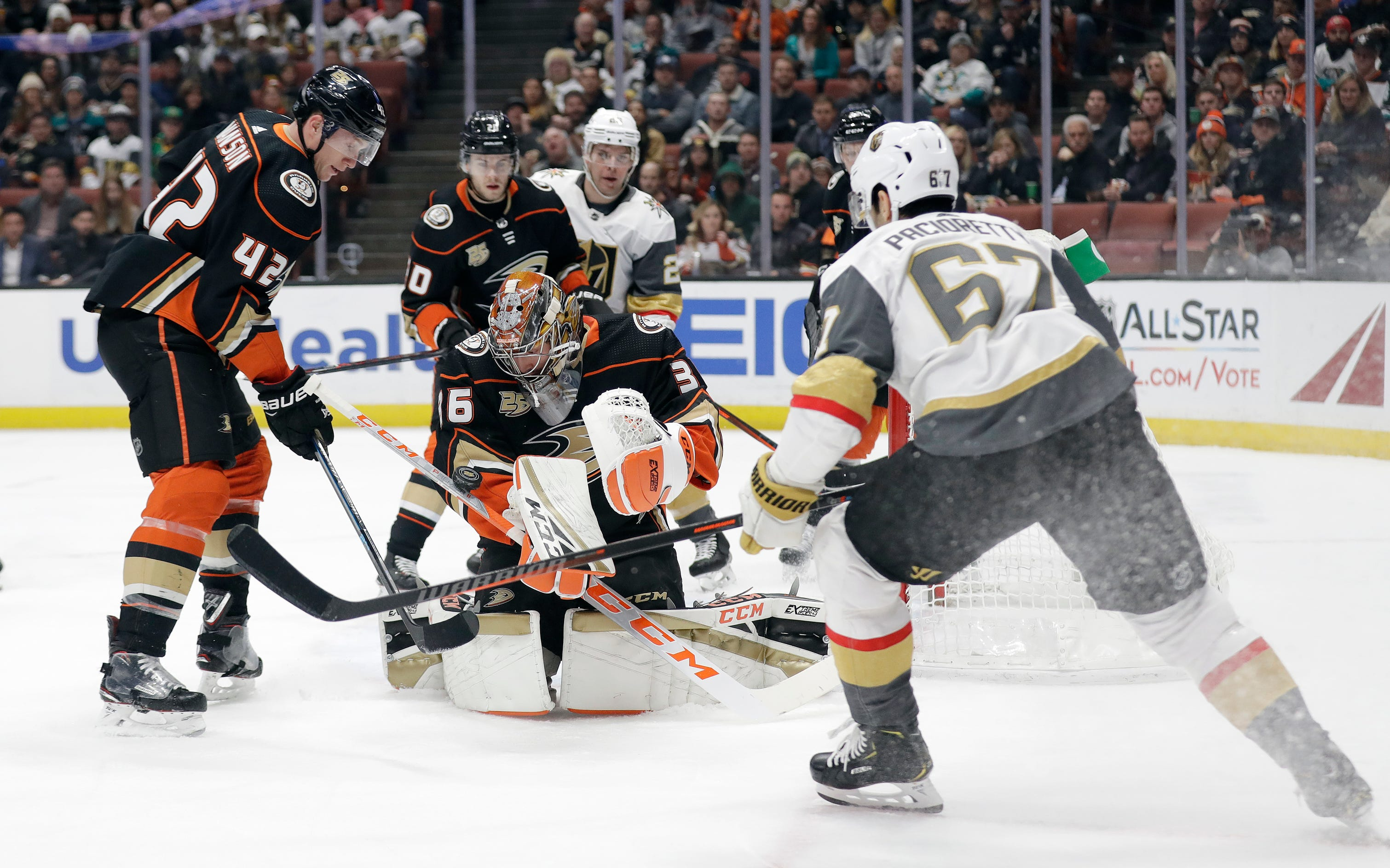 Golden Knights take down Ducks 3-2 for 5th straight win
