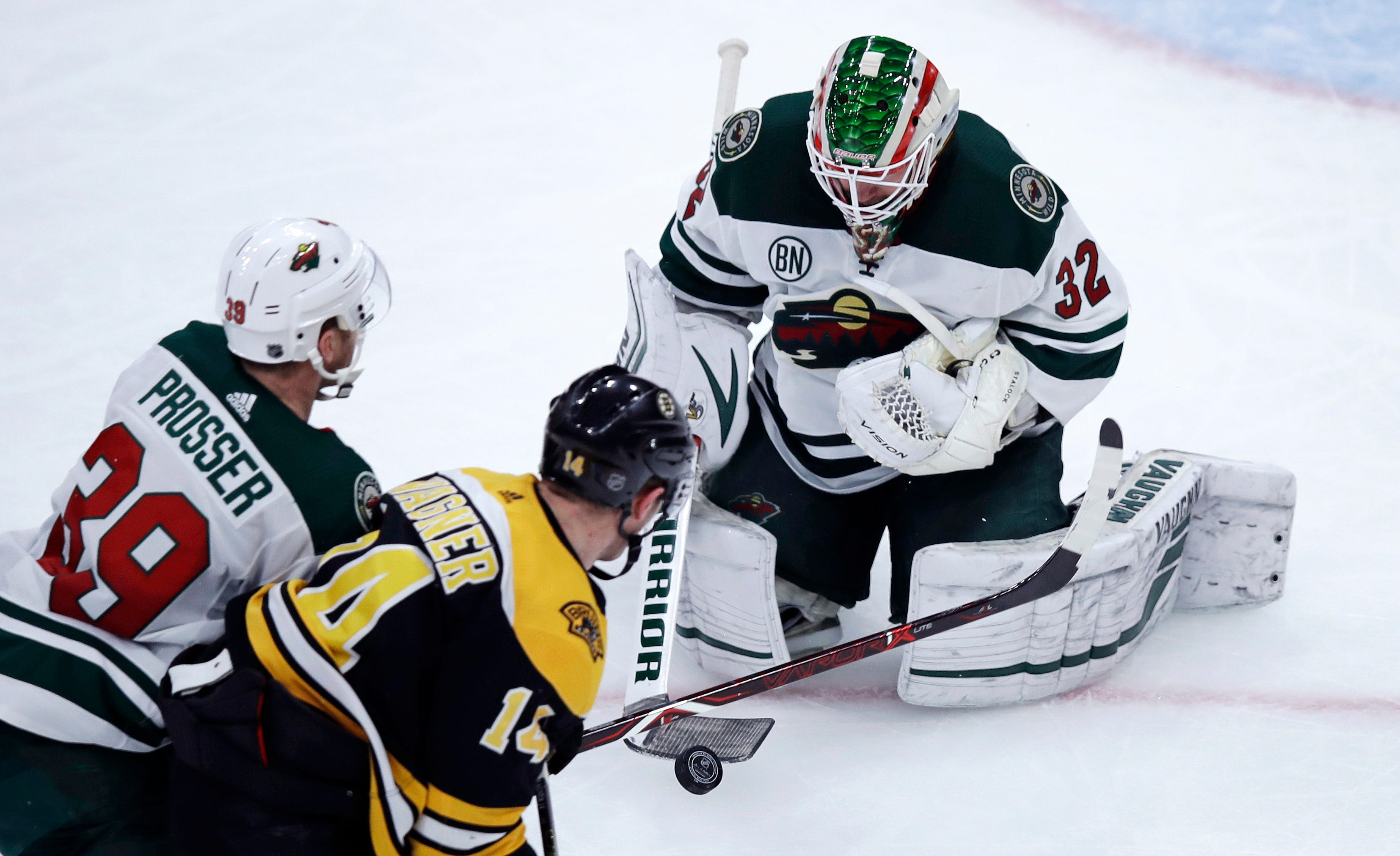 Rask stops 24 shots, Bruins shut out Wild 4-0