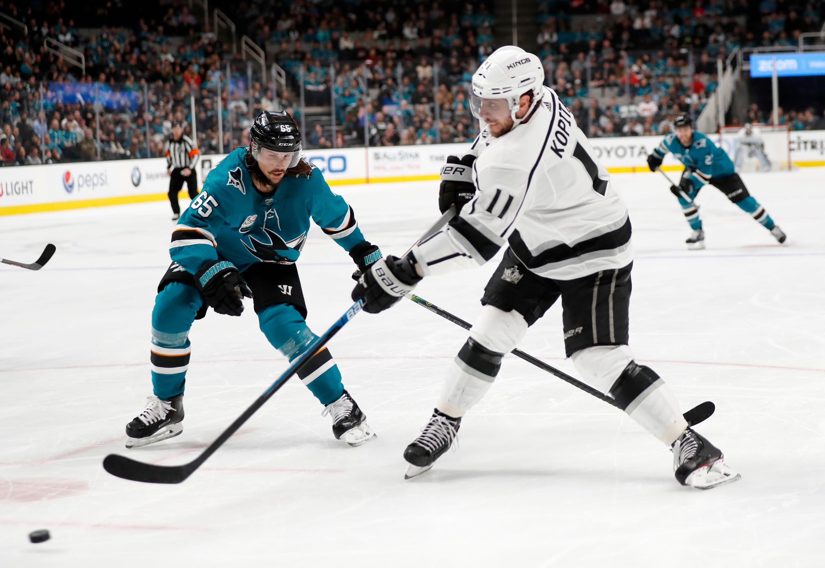 Karlsson has 3 assists as Sharks top Kings 3-1