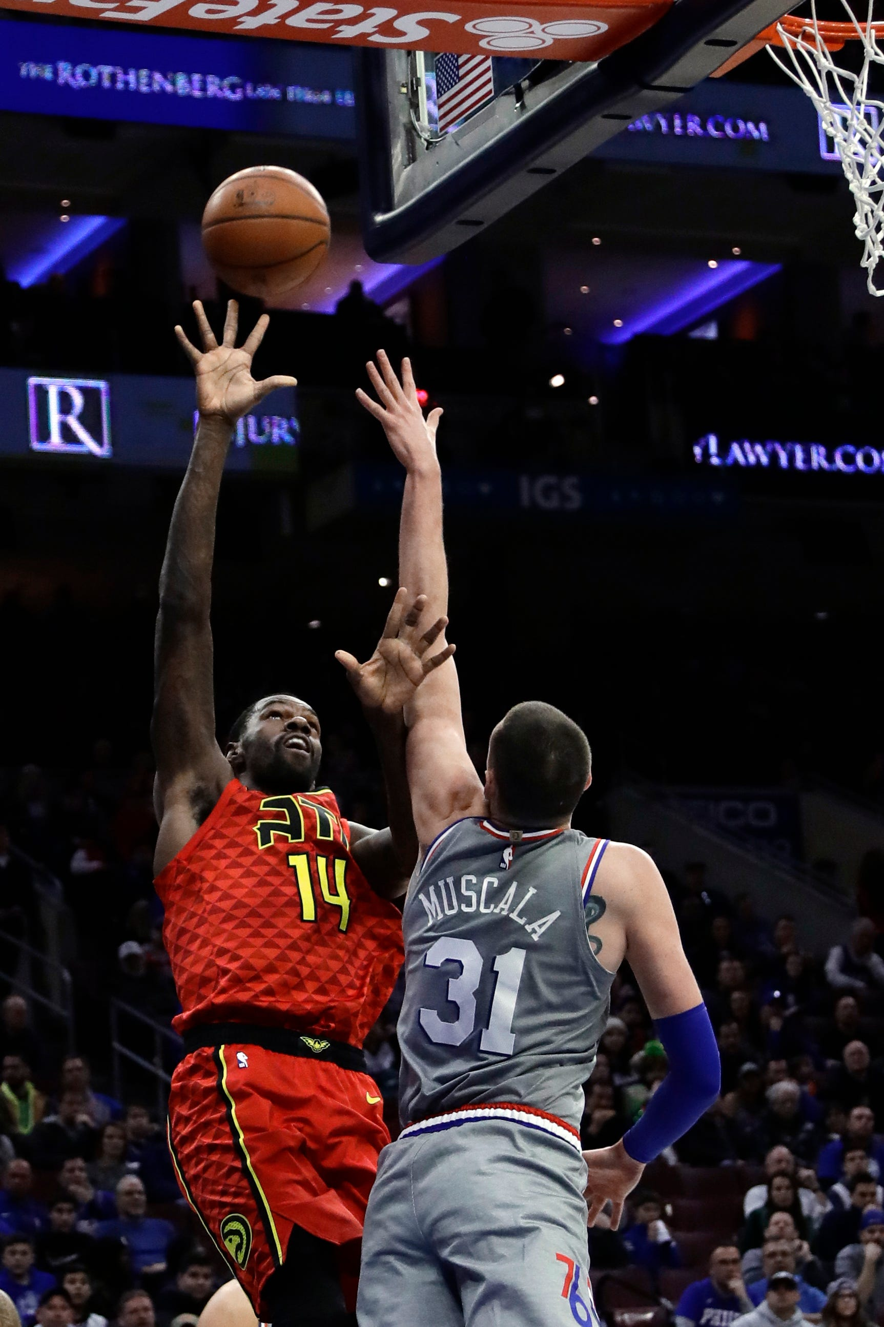 Hawks stun 76ers 123-121 on Collins' late jumper