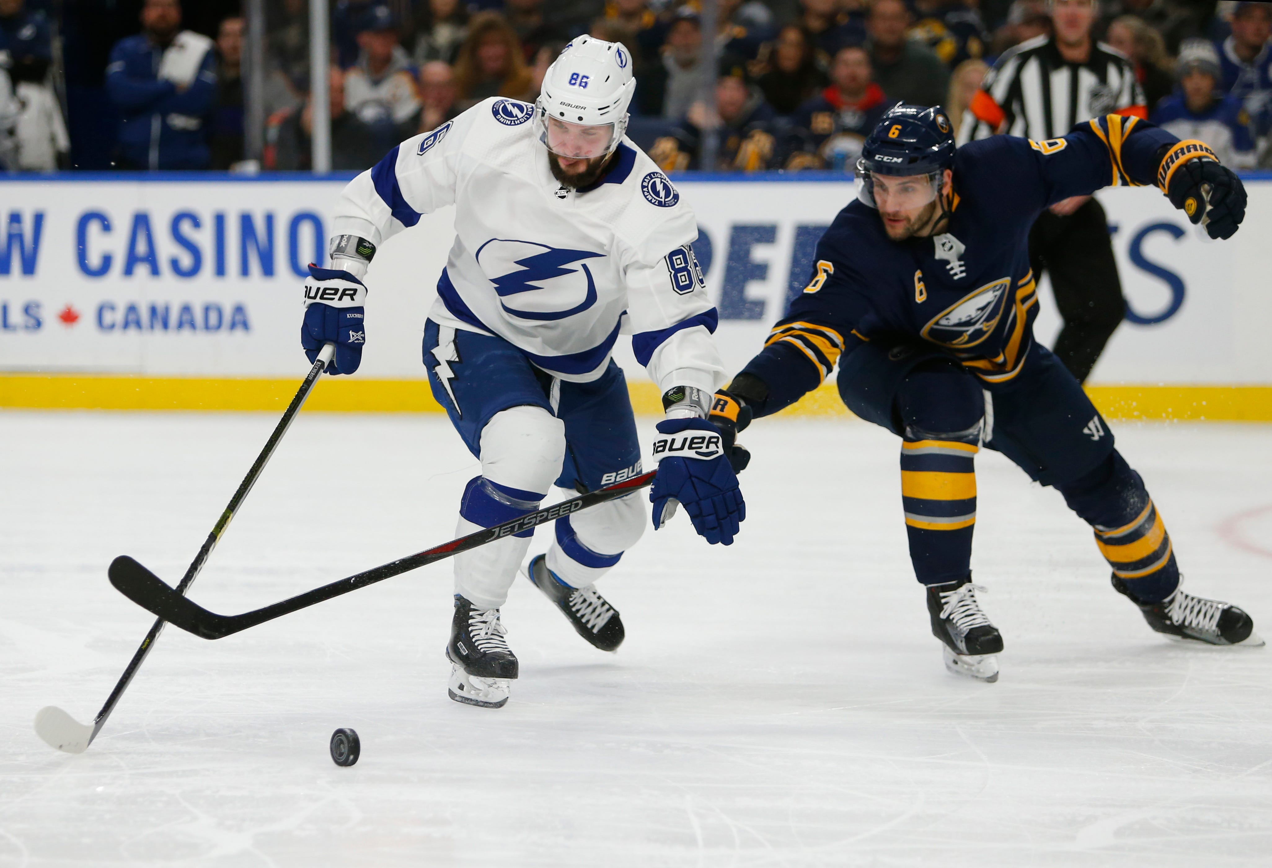 Stamkos scores go-ahead goal late, Lightning beat Sabres 5-3