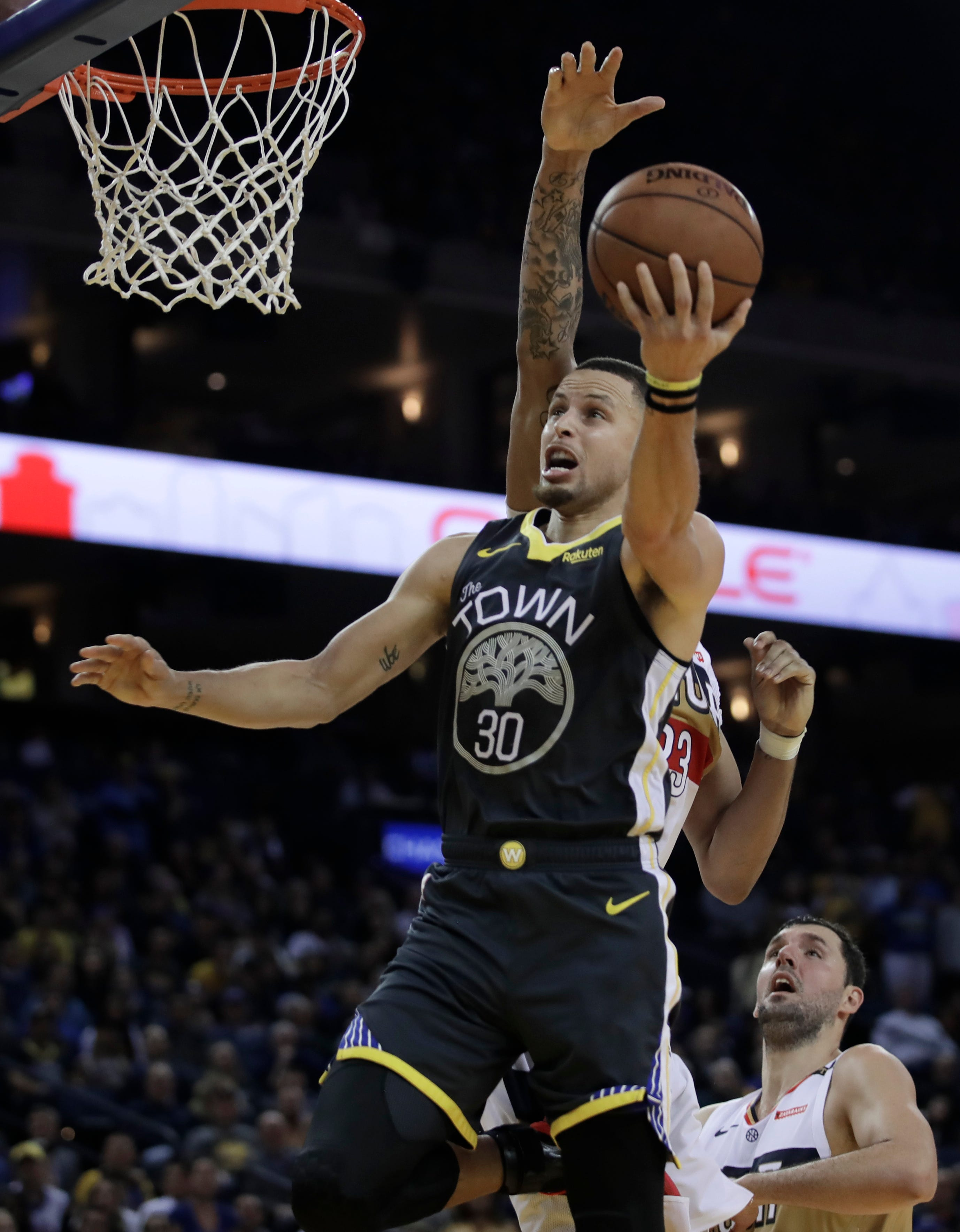 cc4841af396 (AP) — Stephen Curry stepped back time and again and released the ball from  way back. Most of the time with at least one defender in his face