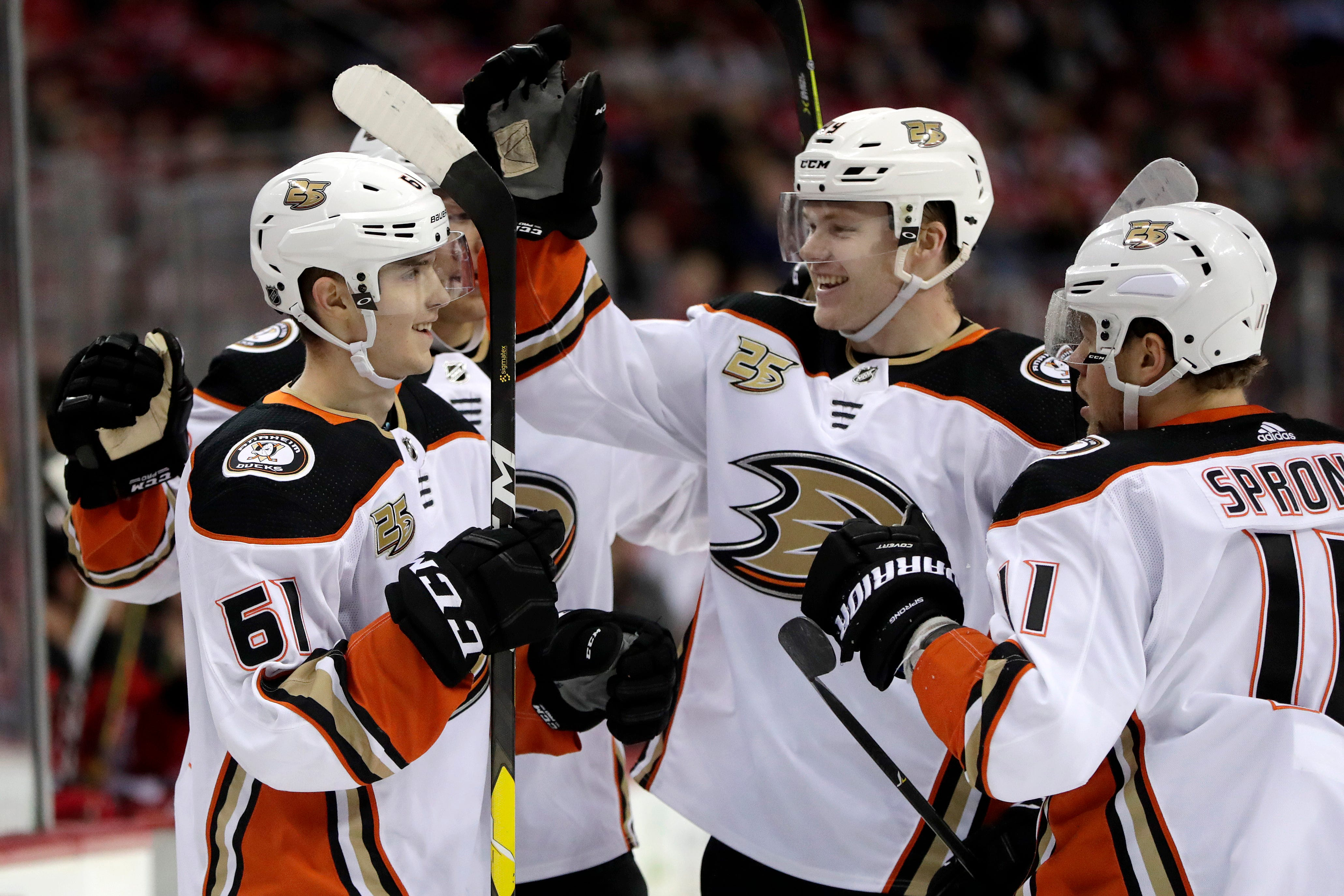 Ducks beat Devils 3-2 for 2nd straight win after record skid