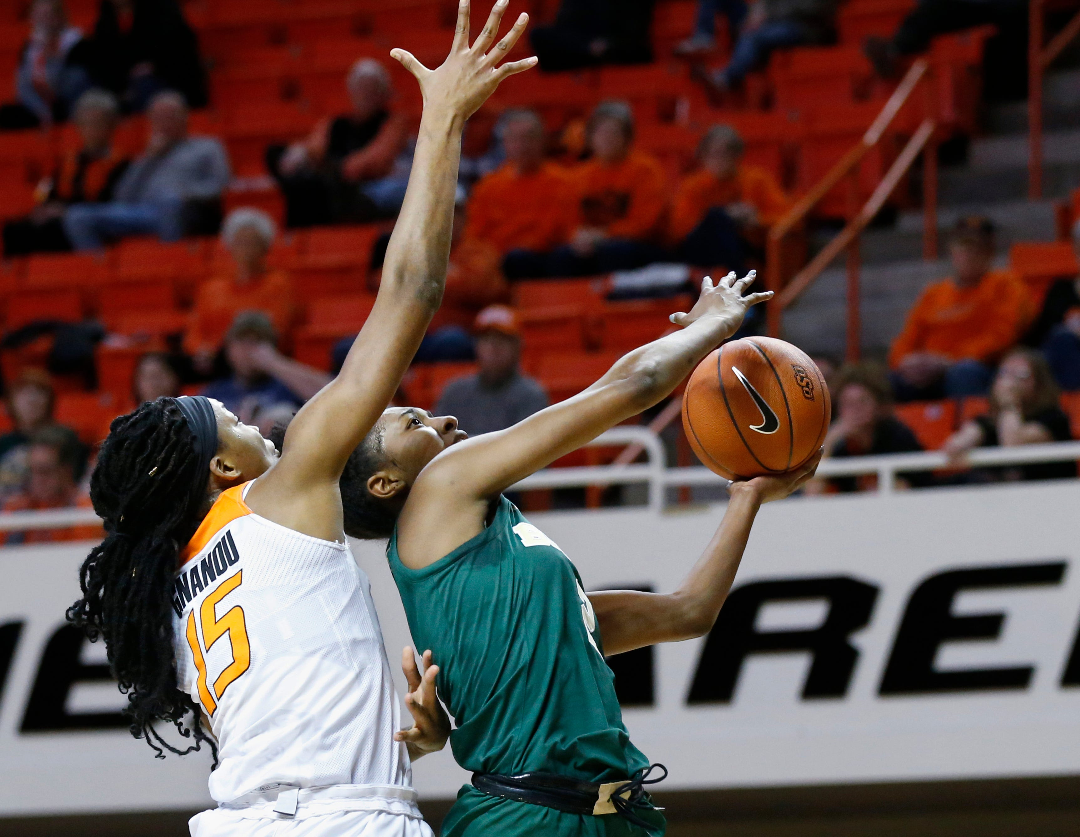 Cox leads No. 1 Baylor women past Oklahoma State 66-58