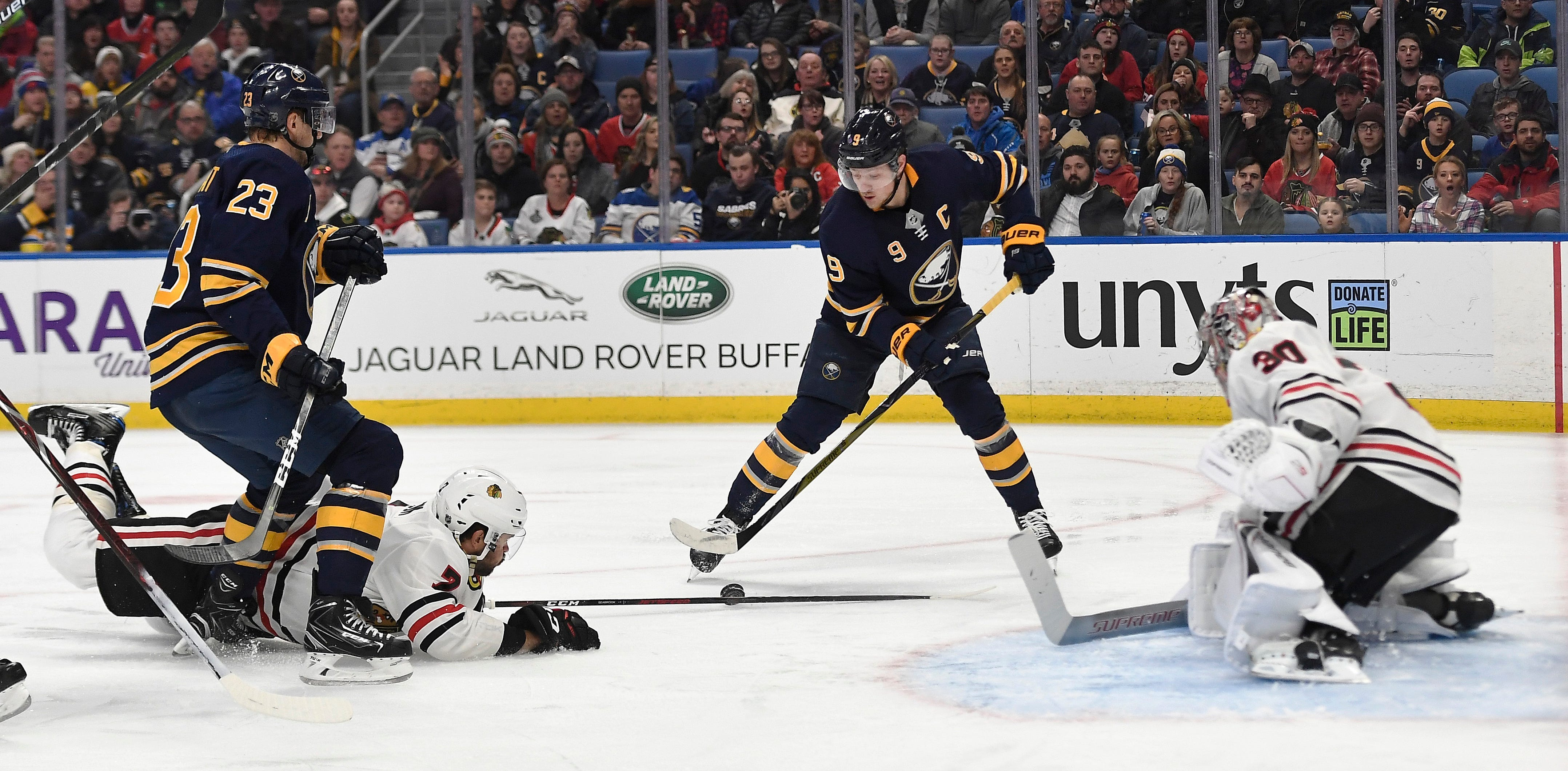 Patrick Kane leads Blackhawks in 7-3 rout of Sabres
