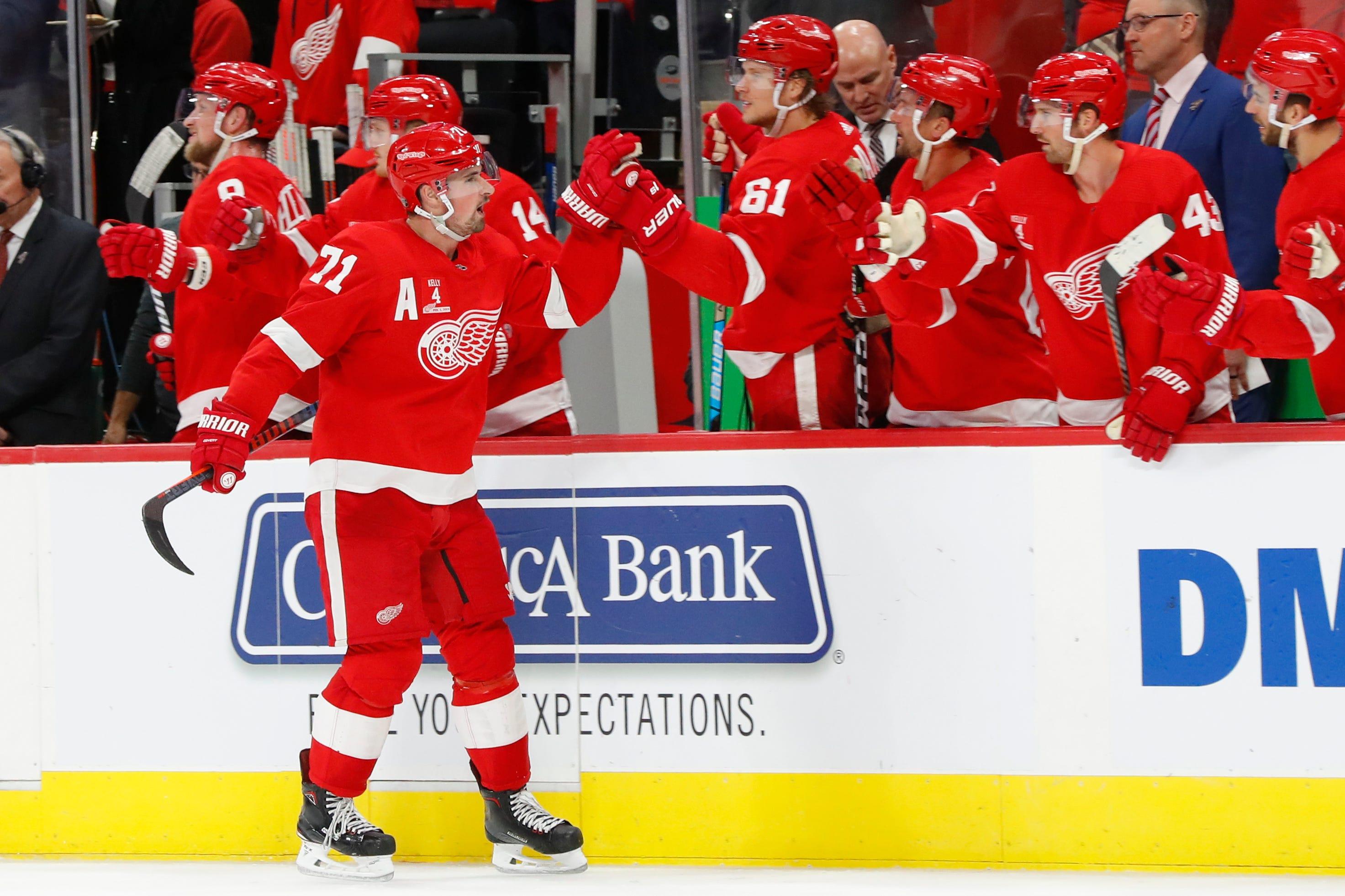 Red Wings retire Kelly's jersey, beat Maple Leafs 3-2 in OT
