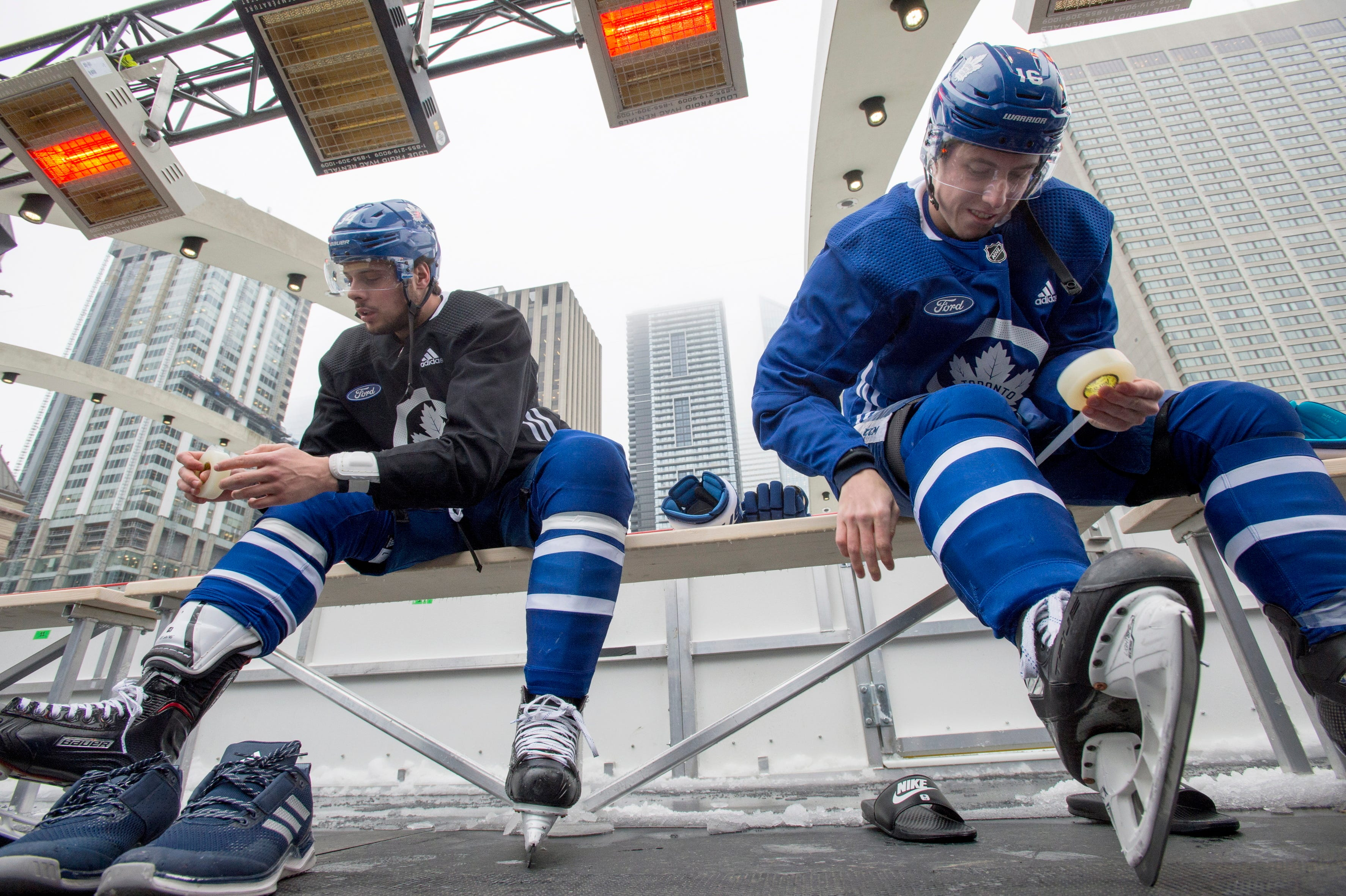 Maple Leafs ride subway to city hall outdoor practice