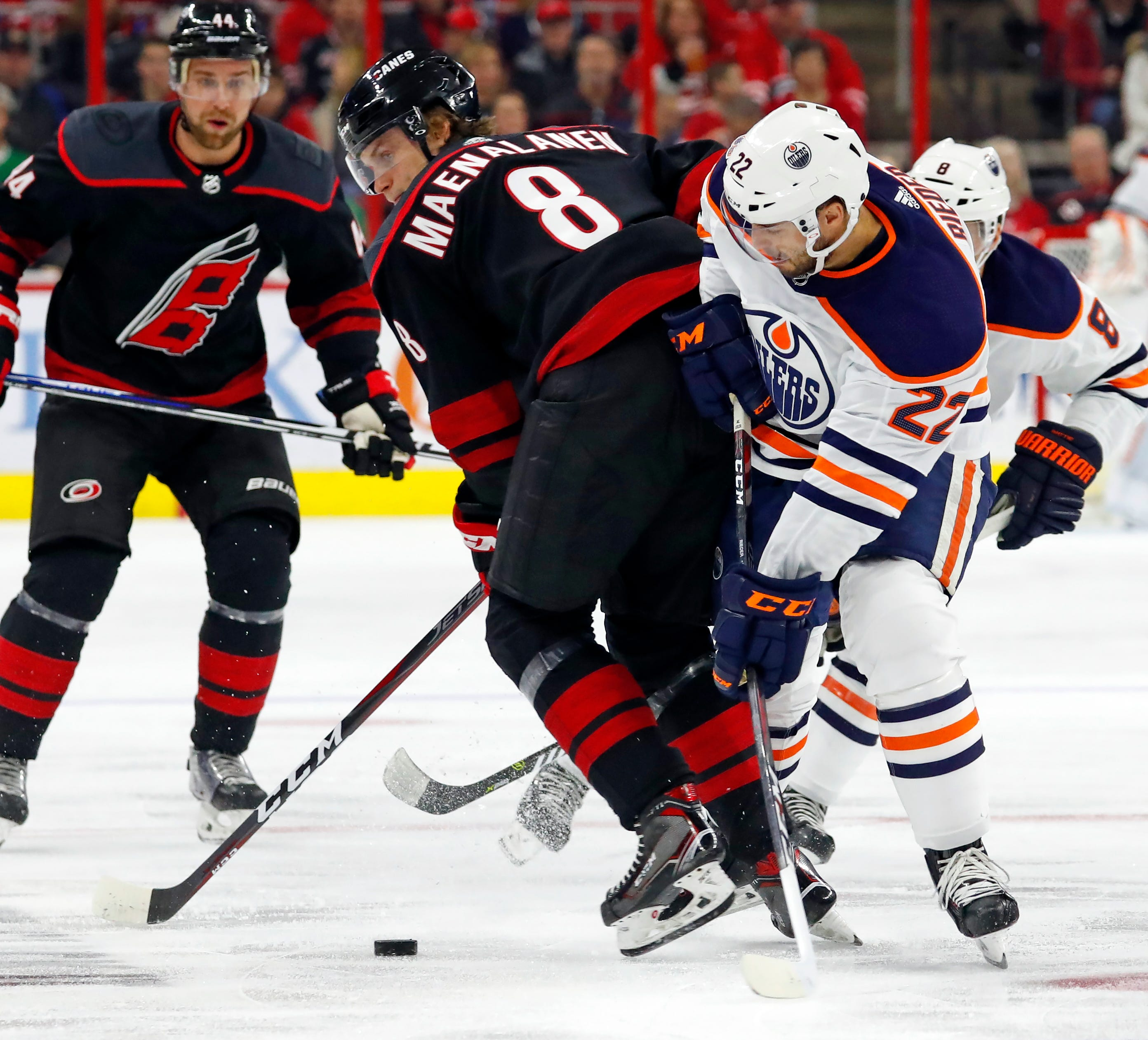 Niederreiter scores twice as Hurricanes beat Oilers 3-1