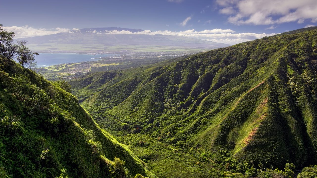 5. Kahului, Hawaii • Annual avg. wind speed: 12.9 mph • Annual max. wind speed: 99 mph • Daily mean temp.: 75.83 degrees Fahrenheit
