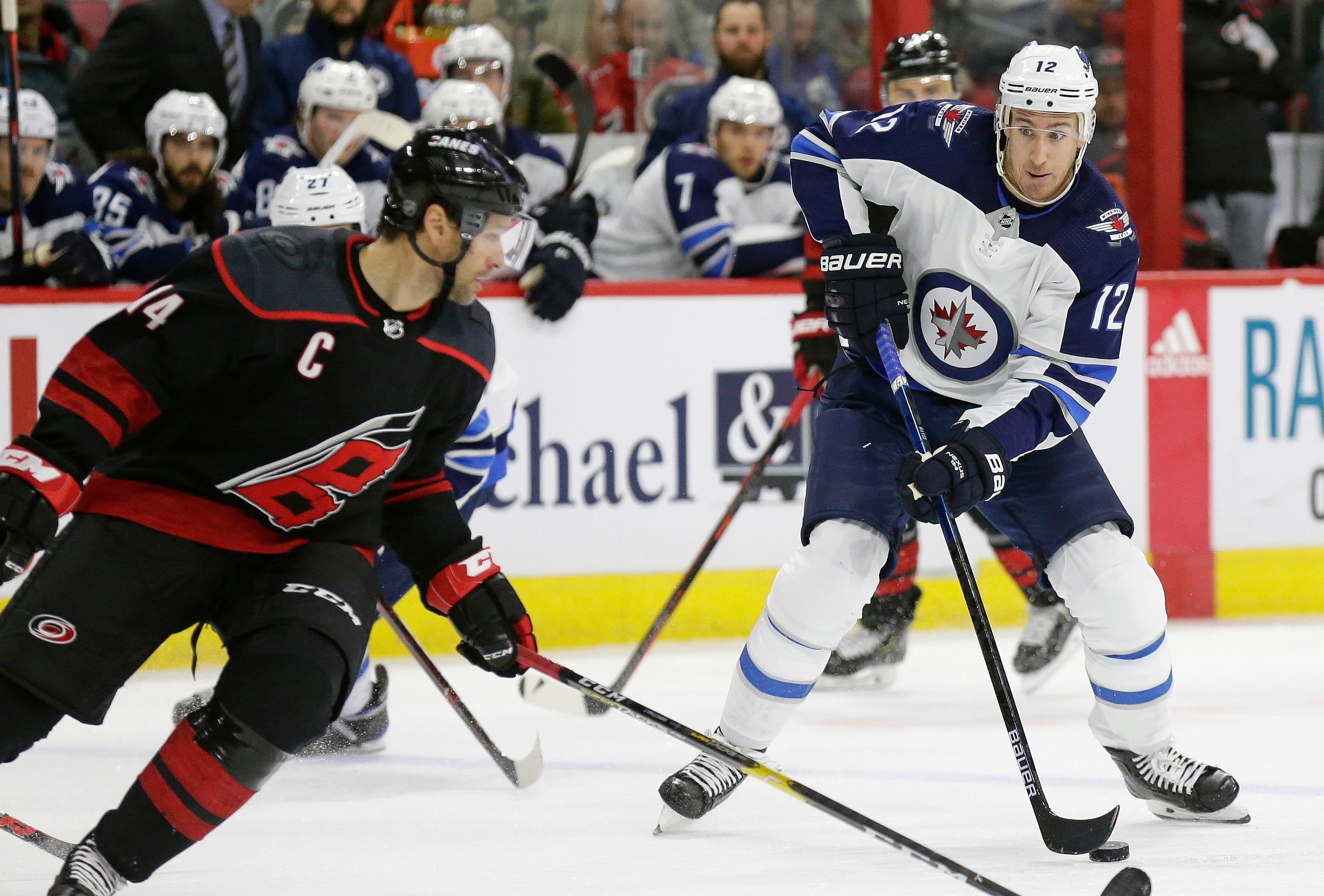 Jets rout Hurricanes 8-1 to take Central Division lead