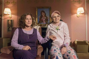 Patricia Arquette plays Dee Dee Blanchard, mother of Gypsy Blanchard (Joey King), a girl trying to escape the toxic relationship she has with her overprotective mother.